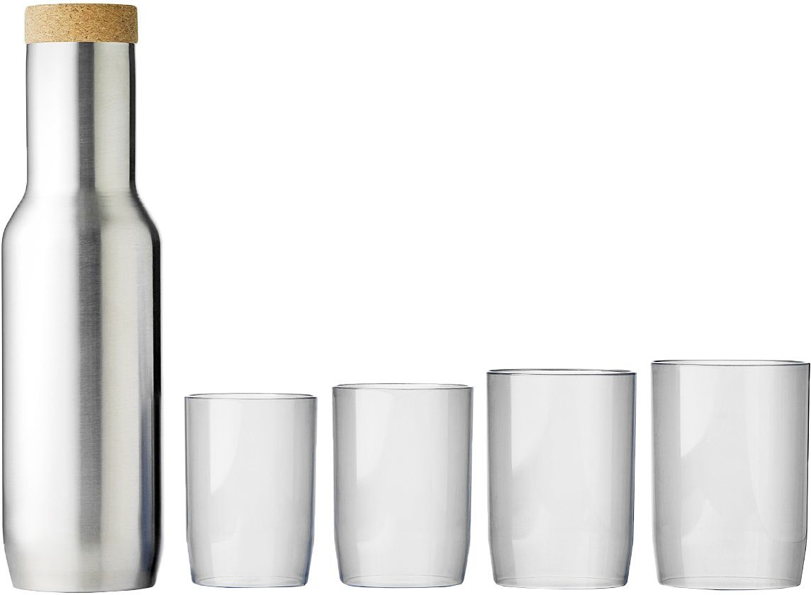 Набор QDO: графин, 4 стаканаVT-1520(SR)Элегантный графин из нержавеющей стали с пробковой крышкой. Идеален для воды и других прохладительных напитков. Идет в наборе с 4 пластиковыми стаканчиками, которые чуть-чуть отличаются по размеру. Графин аккуратно помещается на дверцу любого холодильника, поэтому вам не придется думать о том, где его хранить. Гладкая металлическая форма выглядит стильно и современно. Такой дизайн будет безупречно смотреться как дома, так и в офисе, на барной стойке и на дачной веранде. Графином легко пользоваться: наливать воду можно всего одной рукой, а стаканчики удобно складываются на горлышко - один в другой.