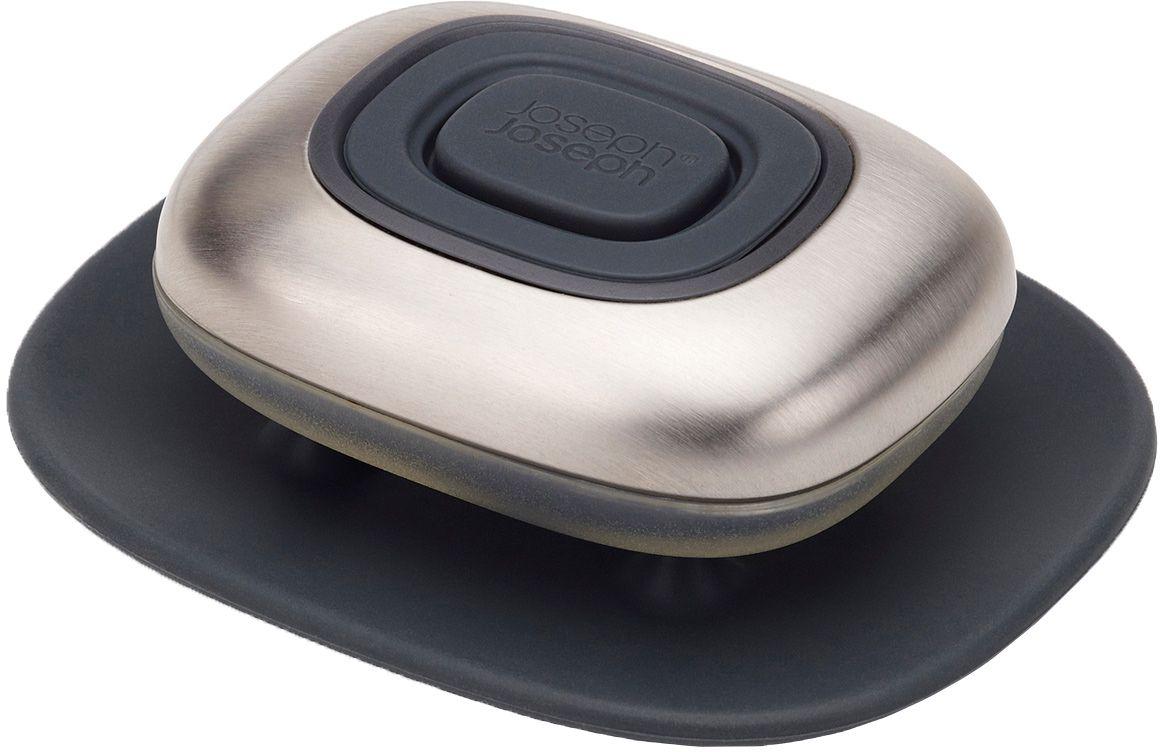 Дозатор для жидкого мыла Joseph Joseph SmartBar68/5/3Joseph Joseph SmartBar- многоразовая емкость с дозатором для экономичного хранения жидкого мыла. Идеально подходит для мытья рук до и после готовки.Гладкий кейс из нержавеющей стали не только эффектно выглядит, но и тщательно удаляет с ладоней и пальцев даже самые сильные запахи — например, чеснока или лука.Емкость SmartBar можно использовать как саму по себе, так и наполнять жидким мылом для наибольшей эффективности. Для применения необходимо наполнить кейс, а затем при помощи силиконовой кнопки выделять нужное количество мыла (дозатор оснащен защитой от протекания). Для гигиеничного хранения к емкости прилагается небольшая силиконовая подставка.Рекомендуется мыть только вручную.