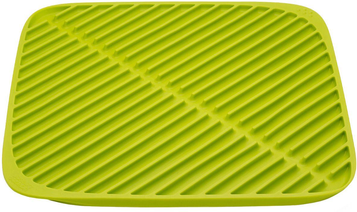 Коврик для сушки посуды Joseph Joseph Flume, малый, цвет: зеленыйVT-1520(SR)Этот удобный коврик для сушки посуды Joseph Joseph Flume с мягкой прорезиненной поверхностью для просушивания самых разных предметов, удобен в качестве дополнительной сушилки при большом объеме посуды. Благодаря резиновым ребрам вода, не застревая под чашками и стаканами, стекает прямо в центральный желоб. Чтобы аккуратно слить воду, достаточно просто приподнять уголки по обеим сторонам коврика и наклонить его в раковину.Мягкая резиновая поверхность бережно защищает хрупкую посуду от повреждений.