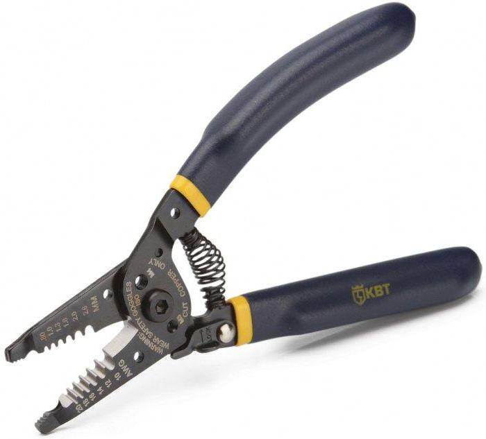 Инструмент для снятия изоляции КВТ WS-01C, длина 18 смBG1163Инструмент КВТ WS-01С выполнен из инструментальной стали и позволяет снять изоляцию и порезать провода сечением 0,5-4 кв. мм. Также может применяться для резки винтов с резьбой М3, М4 и как пассатижи. Инструмент имеет отверстия для формирования петель, возвратную пружину, блокиратор рукояток и шестипозиционные прецизионно заточенные режущие кромки твердостью HRC 60.Двухслойные нескользящие рукоятки выполнены по технологии окунания и имеют эргономичную изогнутую форму, что обеспечивает комфортную работу.Длина: 18 см.