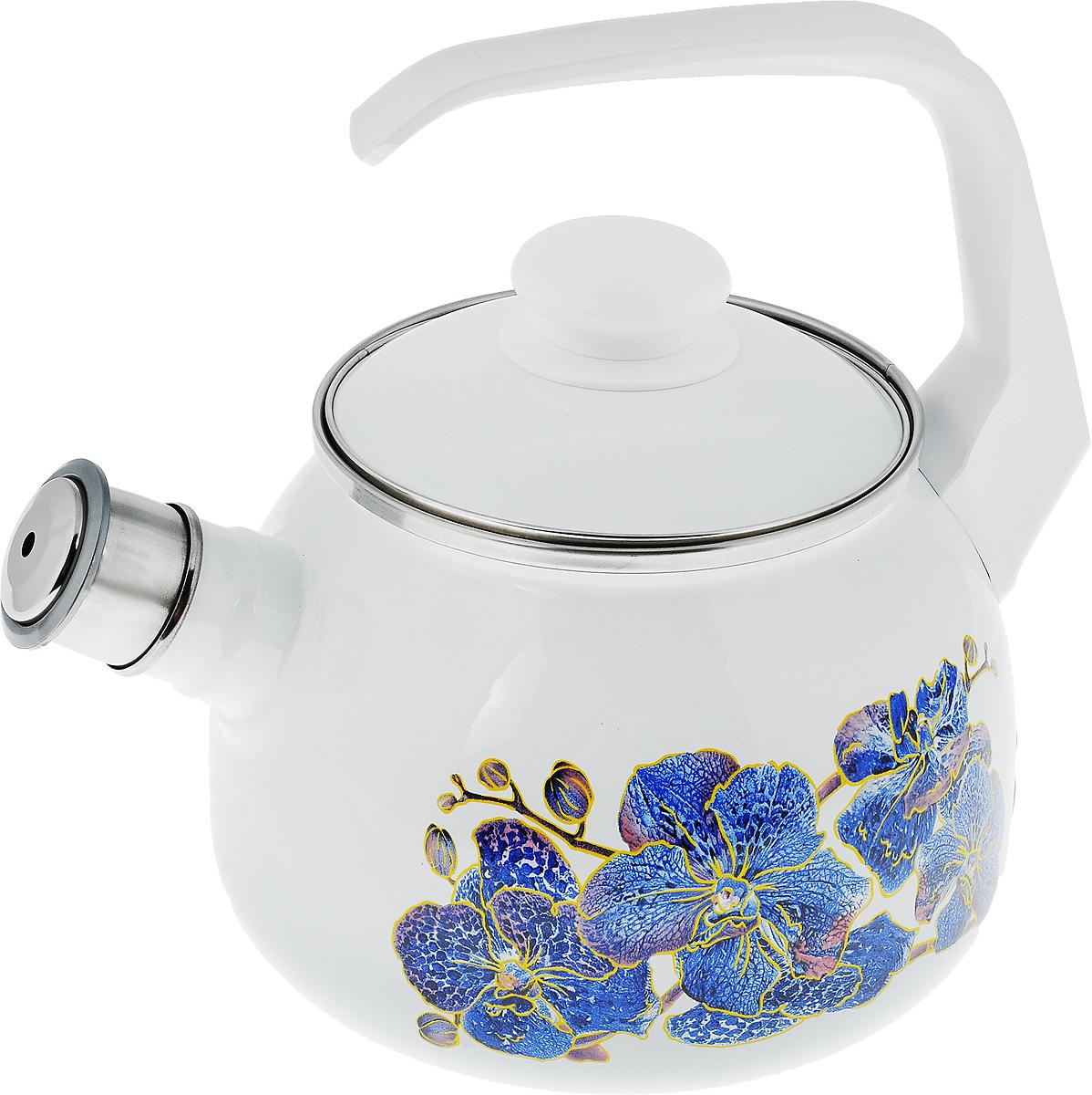 Чайник эмалированный Лысьвенские эмали Орхидея, со свистком, 2,5 л68/5/3Чайник Лысьвенские эмали Орхидея выполнен из высококачественной стали, покрытой эмалью. Такое покрытие защищает сталь от коррозии, придает посуде гладкую стекловидную поверхность и надежно защищает от кислот и щелочей. Носик чайника оснащен свистком, звуковой сигнал которого подскажет, когда закипит вода. Чайник оснащен фиксированной ручкой из пластика и крышкой, которая плотно прилегает к краю. Внешние стенки декорированы красочным изображением цветов. Эстетичный и функциональный чайник будет оригинально смотреться в любом интерьере. Подходит для газовых, электрических, стеклокерамических и индукционных плит. Можно мыть в посудомоечной машине. Диаметр (по верхнему краю): 13,5 см.Высота чайника (с учетом ручки): 23 см.Высота чайника (без учета ручки и крышки): 14 см.
