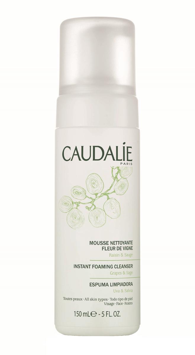 Caudalie Очищающий мусс Fleur De Vigne Cleanser & Toners, 150 млAC-1121RDПрозрачный лосьон Caudalie превращается в легкий мусс, чтобы подарить вам удовольствие от умывания. Мусс не содержит мыла, состоит из очищающей нежной основы натурального происхождения, не нарушает естественный баланс кожи и дарит ей чувство комфорта. Мягко очищенная от загрязнений, кожа становится свежей, нежной и ухоженной. Формула мусса на 98,7% состоит из ингредиентов натурального происхождения. Основные компоненты: экстракт красного винограда, экстракт шалфея, растительный глицерин. Характеристики:Объем: 150 мл. Артикул: 140. Производитель: Франция. Товар сертифицирован.
