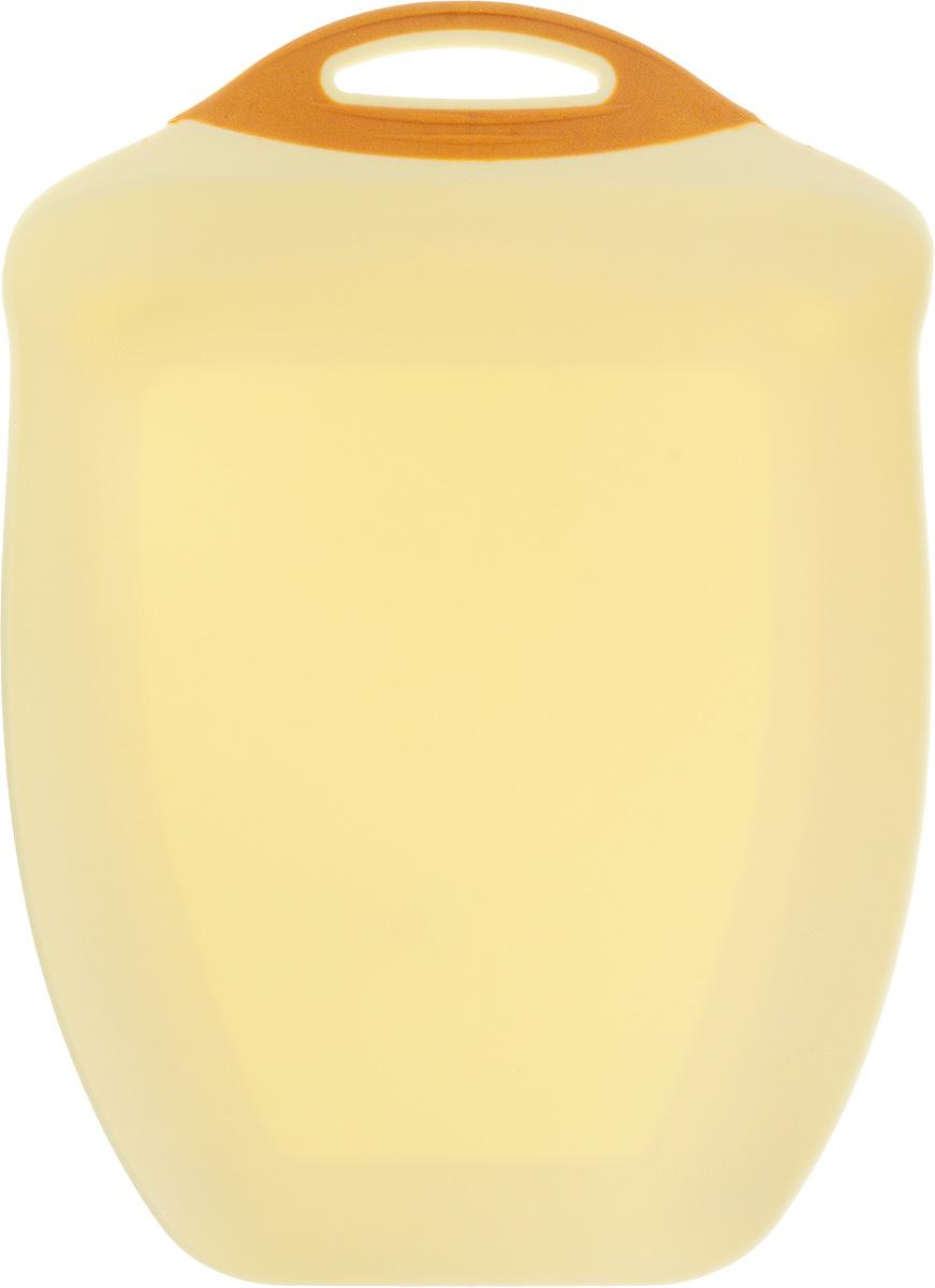 Доска разделочная Menu Рататуй, цвет: бежевый, 32,5 х 23,5 х 3,5 см54 009305Разделочная доска Menu Рататуй выполнена из высококачественного пищевого пластика и предназначена для разделывания мяса, рыбы, нарезки овощей, фруктов, колбас, хлеба и сыра. Доска долговечна, износостойка и прекрасно подойдет для ежедневного использования. Поверхность доски не тупит лезвия ножей при использовании и не впитывает запахи продуктов. В конструкции доски предусмотрены специальные небольшие бортики, которые предотвратят случайное ссыпание продуктов с доски, но не будут мешать при нарезке. Для удобства хранения доска имеет отверстие для подвешивания в любое место на кухне.Мыть только вручную. Не применяйте мля мытья и чистки абразивные средства и сильнодействующие химикаты, это может привести к повреждению изделия.Размеры изделия (с учетом бортов): 32,5 х 23,5 х 3,5 см.