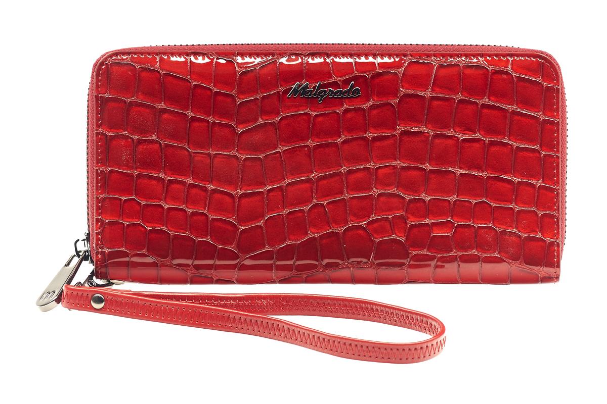 Кошелек женский Malgrado, цвет: красный. 73005-28801BM8434-58AEСтильный клатч Malgrado изготовлен из лаковой натуральной кожи красного цвета с тиснением под рептилию и закрывается на молнию. Внутри расположены четыре основных отделения, одно из которых на молнии, по четыре кармашка на боковых стенках для карточек, визиток, кредиток и два кармашка побольше, в которые можно положить пропуск, проездной билет или фотографию. В комплект также входит кожаный ремешок для удобной переноски.Клатч упакован в металлическую коробку с логотипом фирмы. Характеристики:Материал: натуральная кожа, текстиль, металл. Размер клатча: 19 см х 10 см х 2 см. Цвет: красный. Размер упаковки: 23 см х 13 см х 4,5 см. Артикул: 73005-46.