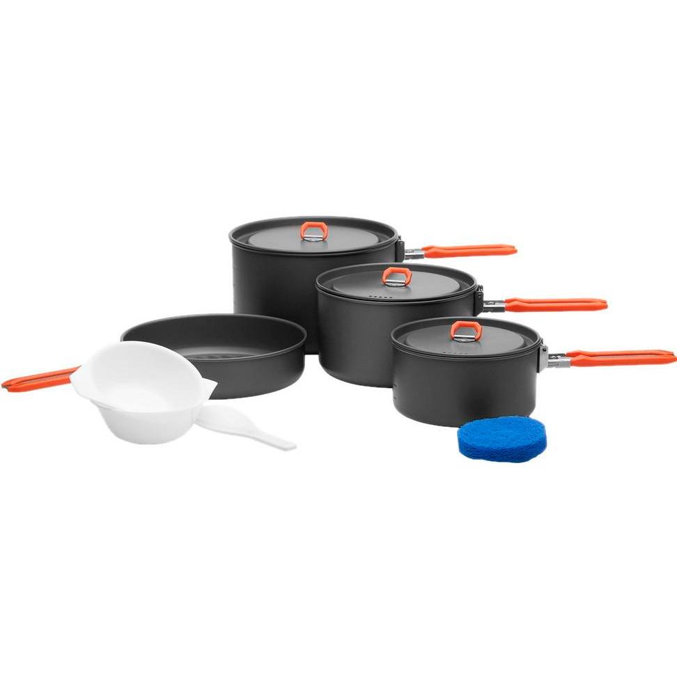 Набор походной посуды Fire-Maple Feast 5, цвет: металлик, оранжевый, 8 предметовFEAST 5Для решения всех проблем с походной кухней возьмите с собой набор портативной посуды Fire-Maple Feast 5. Он прекрасно подойдет для приготовления еды на большую семью или компанию друзей. Вы также можете использовать составляющие набора по отдельности в зависимости от вашего похода.При том, что набор очень компактен и легок, решена главная задача - это удобство в эксплуатации. Новая полноценная ручка с фиксатором позволяет удобно держать посуду при готовке, а при нажатии кнопки фиксатора позволяет сложить ручку и собрать набор в компактный вид для экономии пространства при хранении и транспортировки. Ручка выполнена из приятного на ощупь теплоизолирующего материала. В набор входят: - 3 котелка,- сковорода,- 2 пластиковые миски, - губка для мытья посуды,- лопатка. Набор поставляется с сетчатым нейлоновым мешочком для транспортировки и хранения. Объемы котелков: 2,7 л; 1,7 л; 1 л. Размер большого котелка: 18,8 см х 11,8 см. Размер среднего котелка: 16,8 см х 9,8 см. Размер маленького котелка: 14,6 см х 7,5 см. Объем сковороды: 1 л. Размер сковороды: 19,4 см х 4,5 см.