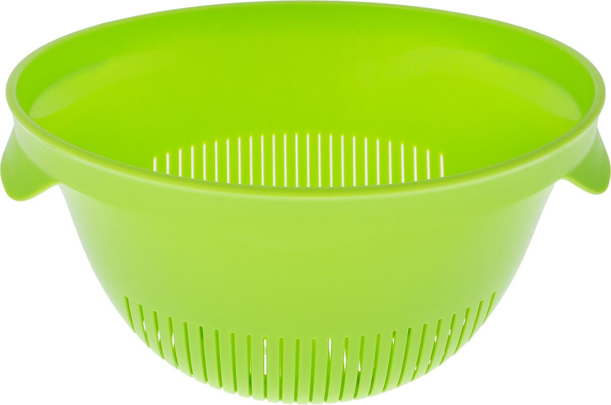Дуршлаг Curver Essentials, цвет: зеленый, диаметр 24115510Дуршлаг Curver Essentials выполнен из высококачественного цветного пластика и имеет круглую форму с отверстиями на дне и на стенках. Дуршлаг оснащен двумя ручками по бокам и предназначен для слива воды и мытья продуктов питания. Прорезиненное основание предотвращает скольжение дуршлага по столу. Дуршлаг Curver Essentials станет незаменимым атрибутом на кухне каждой хозяйки. Диаметр (по-верхнему краю): 24 см.Высота стенок: 13 см.