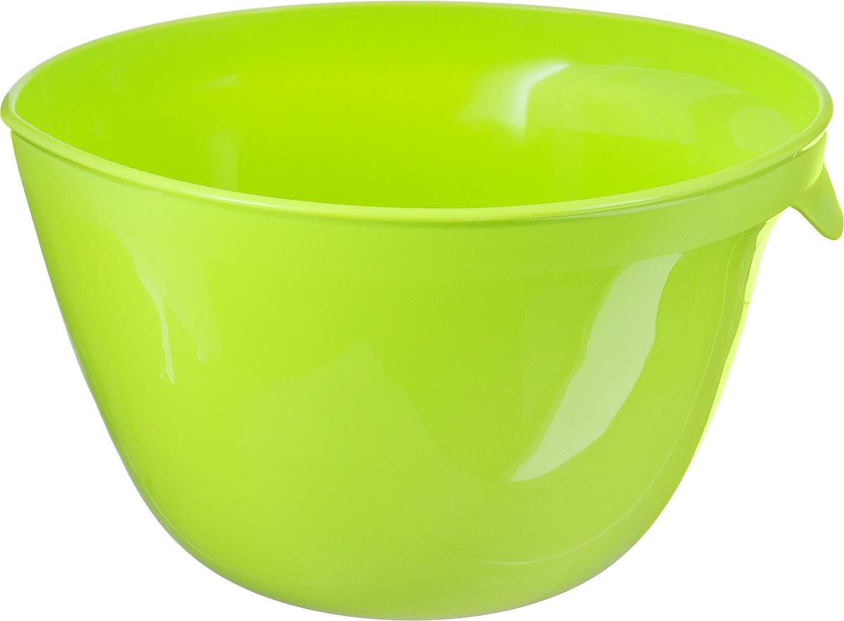 Миска для миксера Curver Essentials, цвет: зеленый, 3,5 л00733-598-00Миска для миксера Curver Essentials изготовлена из прочного пищевого пластика, имеет круглую форму. Благодаря высоким стенкам и удобной ручке в такой миске очень удобно смешивать продукты миксером. Носик поможет аккуратно вылить жидкость. Такая миска пригодится в любом хозяйстве, ее также можно использовать для хранения и сервировки различных пищевых продуктов. Можно мыть в посудомоечной машине.Объем: 3,5 л. Диаметр по верхнему краю: 23 см. Высота стенки: 15 см.