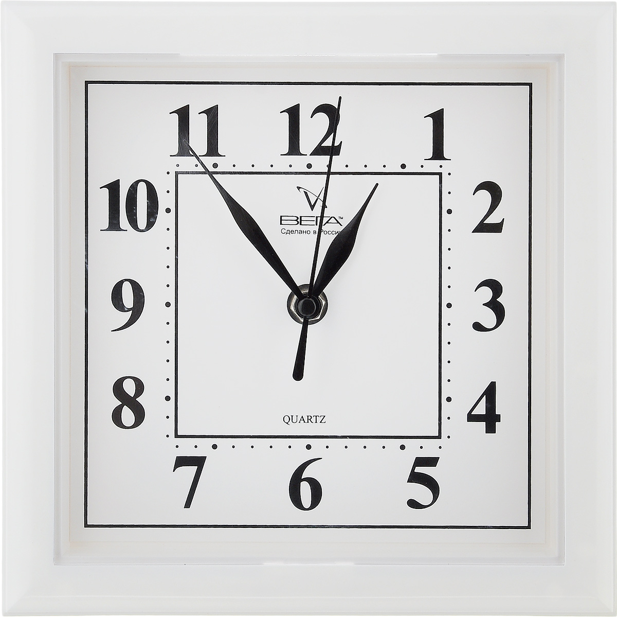 Часы настенные Вега Классика, цвет: белый, 20,6 х 20,6 х 4 см54 009305Настенные кварцевые часы Вега Классика, изготовленные из пластика, прекрасно впишутся в интерьер вашего дома. Квадратные часы имеют три стрелки: часовую, минутную и секундную, циферблат защищен прозрачным пластиком. Часы работают от 1 батарейки типа АА напряжением 1,5 В (не входит в комплект).