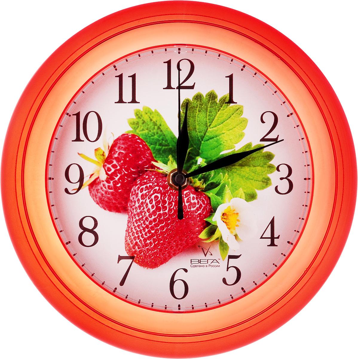 Часы настенные Вега Клубника, диаметр 22,5 смП3-6-48Настенные кварцевые часы Вега Клубника, изготовленные из пластика, прекрасно впишутся в интерьер вашего дома. Круглые часы имеют три стрелки: часовую, минутную и секундную, циферблат защищен прозрачным стеклом. Часы работают от 1 батарейки типа АА напряжением 1,5 В (не входит в комплект). Диаметр часов: 22,5 см.