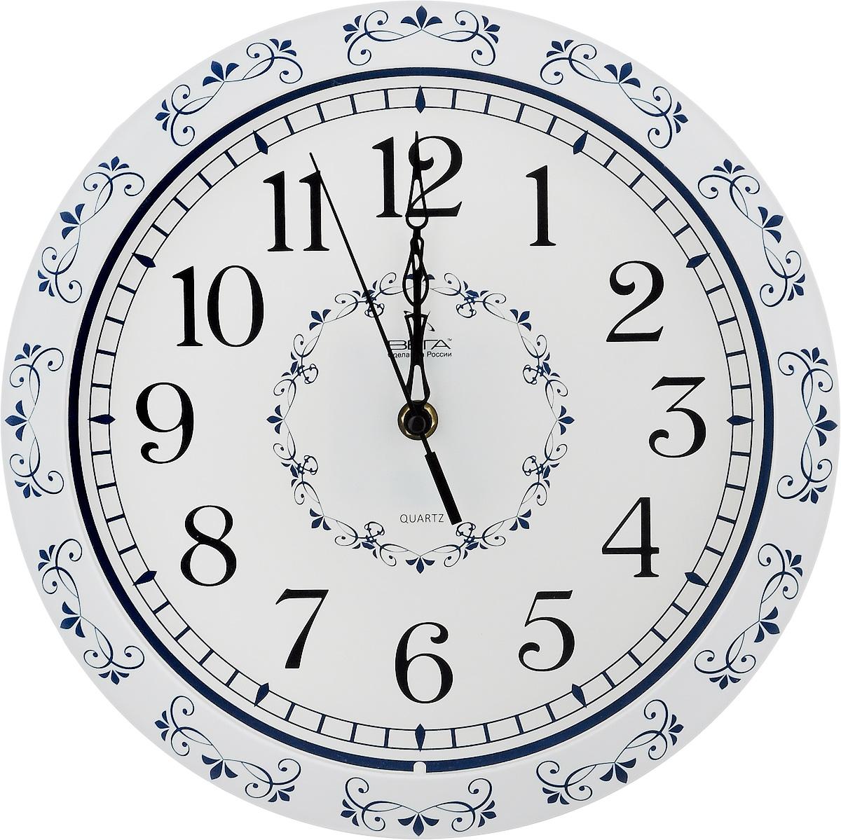 Часы настенные Вега Классика с узором, диаметр 28,5 смП1-322/7-2Настенные кварцевые часы Вега Классика с узором, изготовленные из пластика, прекрасно впишутся в интерьер вашего дома. Круглые часы имеют три стрелки: часовую, минутную и секундную, циферблат защищен прозрачным стеклом. Часы работают от 1 батарейки типа АА напряжением 1,5 В (не входит в комплект). Диаметр часов: 28,5 см.