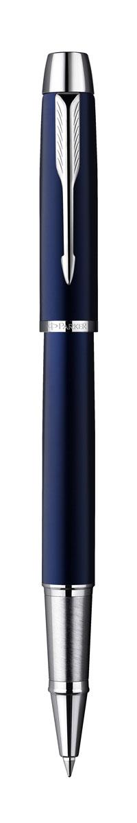 Parker Ручка-роллер IM Blue CT черная72523WDРучка-роллер Parker IM Blue CT - это идеальный инструмент для письма. Материал ручки - ювелирная латунь с покрытием лаком синего цвета. Детали дизайна корпуса и колпачка ручки хромированные. Для заправки ручки роллер рекомендуется использовать стержни Parker капиллярные Z 01. В ручке используются стандартные стержни-роллеры Parker, в комплект поставки входит один стержень с черными чернилами. Данный пишущий инструмент поставляется в фирменной подарочной коробке премиум-класса, что делает его превосходным подарком. В комплекте имеется гарантийный талон с международной гарантией.