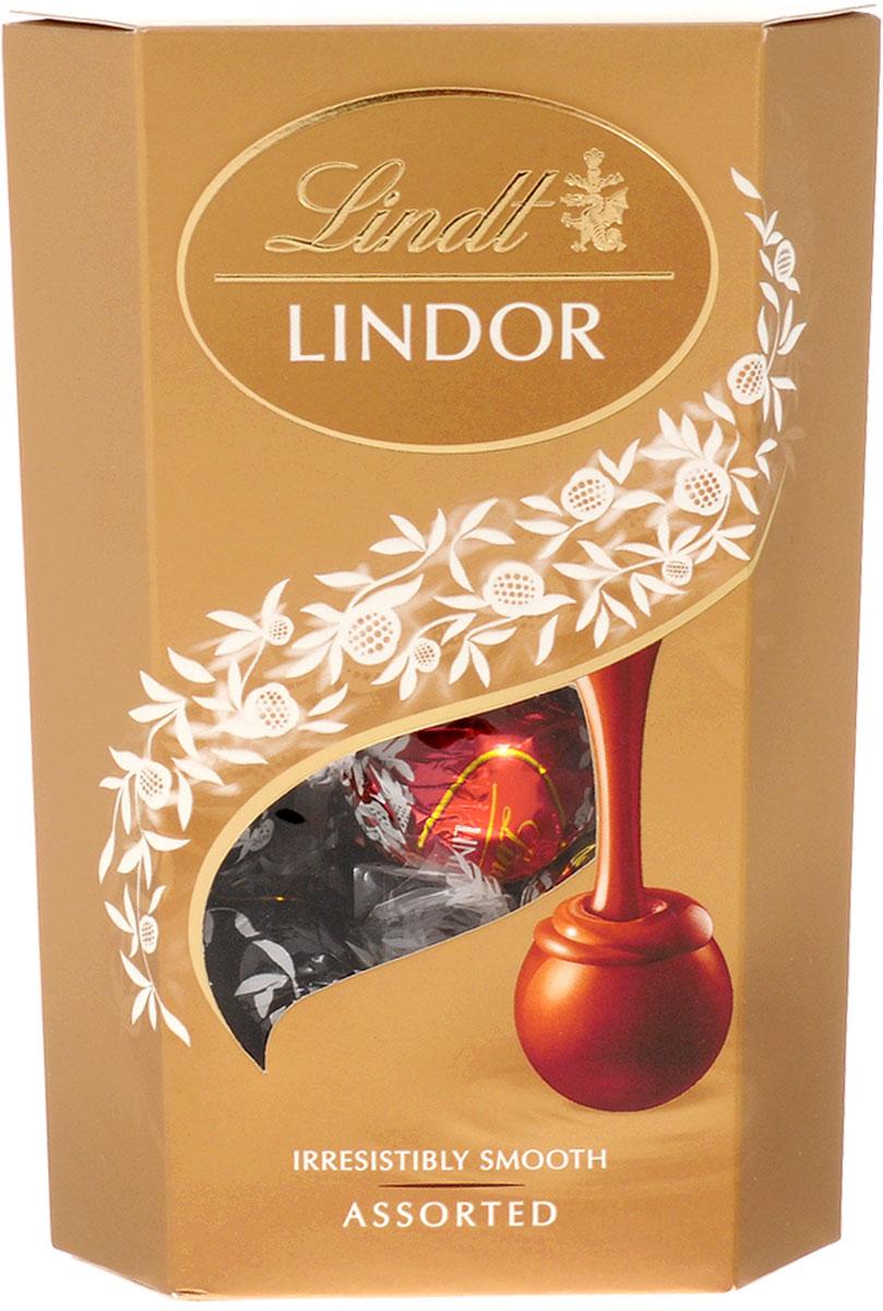 Lindt Lindor шоколадные конфеты ассорти, 200 г0120710Lindor Ассорти - это коллекция из четырех великолепных вкусов нежнейших шоколадных конфет Lindor, которая точно не оставит вас равнодушными.Состав набора:Конфеты из нежнейшего молочного шоколада с тающей кремовой начинкойКонфеты из нежнейшего белого шоколада с тающей кремовой начинкойКонфеты из нежнейшего горького шоколада 60% какао с тающей начинкойКонфеты из нежнейшего молочного шоколада с кусочками фундука и тающей кремовой начинкойУважаемые клиенты! Обращаем ваше внимание, что полный перечень состава продукта представлен на дополнительном изображении.