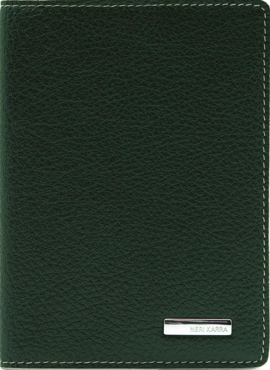 Обложка для паспорта женская Neri Karra, цвет: зеленый, бежевый. 0140 05.06/0421/0525/117Обложка для паспорта Neri Karra выполнена из натуральной зернистой кожи и дополнена металлическим логотипом бренда. Края дополнены прострочкой. Внутри у модели широкие удобные поля.