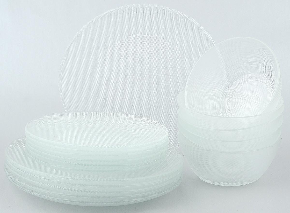Набор столовой посуды Wellberg Florence, 18 предметов54 009312Набор столовой посуды Wellberg Florence - это не только полезный подарок для родных и близких, а также великолепное дизайнерское решение для вашей кухни или столовой. Набор состоит из шести обеденных тарелок, шести десертных тарелок и шести салатников. Внешняя сторона изделий оформлена оригинальной рельефной поверхностью. Можно мыть в посудомоечной машине и использовать в микроволновой печи.Диаметр обеденной тарелки (по верхнему краю): 25 см. Высота обеденной тарелки: 2 см. Диаметр десертной тарелки (по верхнему краю): 19,7 см. Высота десертной тарелки: 1,7 см. Диаметр салатника (по верхнему краю): 15 см. Высота салатника: 6 см.