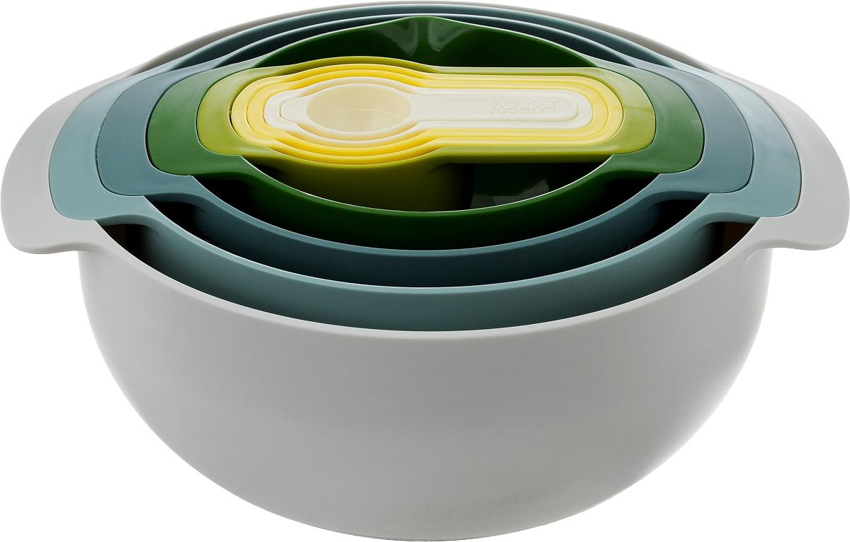 Набор кухонных принадлежнотей Joseph Joseph Nest, 9 предметов40076Набор Joseph Joseph Nest, выполненный из высококачественного пищевого пластика, состоит из 9 предметов: - большая круглая миска, идеальна для перемешивания и сервировки салата, - дуршлаг с ножками, - сито из нержавеющей стали с ободком по верхнему краю из пластика, - миска с носиком для удобного слива жидкостей и мерной шкалой в жидких унциях и миллилитрах, - 5 мерных ложек разного объема. Миски оснащены прорезиненным основанием, что обеспечит устойчивость, а, следовательно, комфорт во время приготовления пищи. Предметы снабжены ручками. Предметы складываются друг в друга, не занимая много места в вашем кухонном шкафу. Набор Joseph Joseph Nest станет незаменимым помощником в приготовлении пищи, а современный стильный дизайн позволит такому набору занять достойное место на вашей кухне, добавив интерьеру оригинальности.Можно мыть в посудомоечной машине. Не использовать в микроволновой печи.Диаметр мисок по верхнему краю (без учета ручек): 26,2 см, 15,5 см.Высота мисок: 13 см, 8 см.Диаметр дуршлага по верхнему краю (без учета ручек): 22,5 см.Высота дуршлага: 12 см.Диаметр сита по верхнему краю (без учета ручек): 19 см.Высота сита: 9,5 см.Длина мерных ложек: 17 см, 14,5 см, 13 см, 12 см, 11 см.Объем большой миски: 4,5 л.Объем дуршлага: 3 л.Объем сита: 1,65 л.Объем миски с мерными делениями: 0,5 л.Объем мерных ложек: 250 мл, 125 мл, 85 мл, 60 мл.