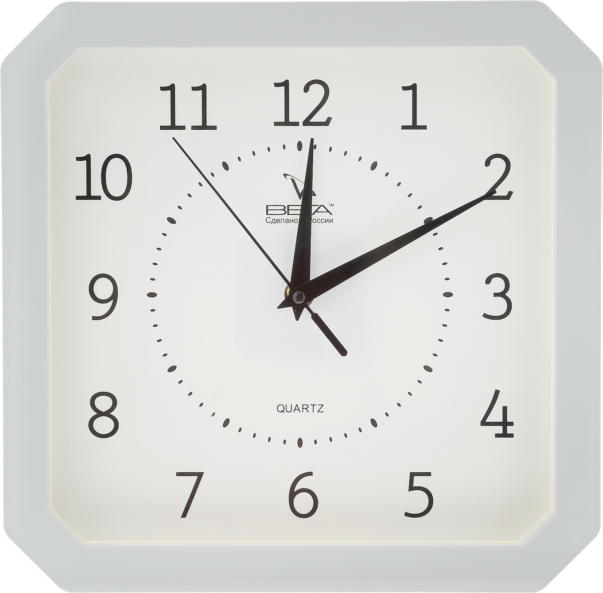 Часы настенные Вега Классика, цвет: серый, белый, 27,5 х 27,5 смП4-5/7-19Настенные кварцевые часы Вега Классика, изготовленные из пластика, прекрасно впишутся в интерьер вашего дома. Часы имеют три стрелки: часовую, минутную и секундную, циферблат защищен прозрачным стеклом. Часы работают от 1 батарейки типа АА напряжением 1,5 В (не входит в комплект).Прилагается инструкция по эксплуатации.