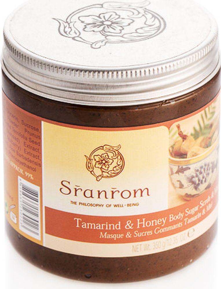 Sranrom Сахарный скраб и маска для тела (2 в 1) Тамаринд и мед 350 гр72523WDВаша кожа питается, когда Вы отдыхаете!Хотите узнать, почему этот вязкий скраб для тела коричневого цвета пахнет так съедобно? Да потому что мы использовали для его создания те же натуральные ингредиенты, которые мы используем для приготовления аппетитных тайских блюд, которые теперь так популярны. Наши предки обнаружили: «что хорошо для желудка, хорошо и для тела». Тамаринд (или ма-кам) – это кислый фрукт, который веками использовался в нашей стране в качестве натурального средства для отшелушивания кожи. А мед широко используется тайскими spa для смягчения кожи. Попробуйте этот сладкий, сахарный скраб, чтобы кожа стала гладкой и блестела… мы гарантируем, что вы не разочаруетесь! Сахарный скраб и маска с уникальным богатым ароматом, изготовленный из меда, тамаринда и натуральных гранул, которые эффективно отшелушивают омертвевшие клеточки кожи, обеспечивая кожу дополнительным питанием и делая цвет кожи ярче. Кожа после него становится гладкой и значительно более лучистой.