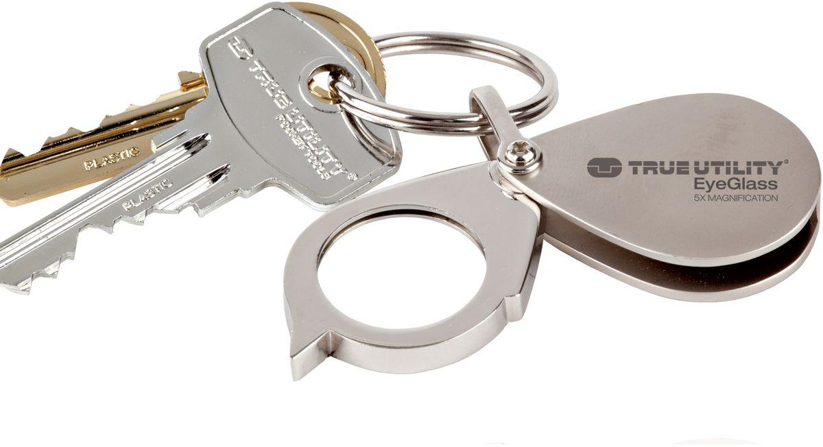 Брелок-лупа True Utility EyeGlassГризлиСтеклянная линза пятикратным увеличением, в литой металлической оправе с возможностью подвески на связку ключей. Идеально подходит для чтения мелкого шрифта и всегда под рукой. Крепкий устойчивый к царапинам легированный корпус. Комплектуется кольцом для ключей.