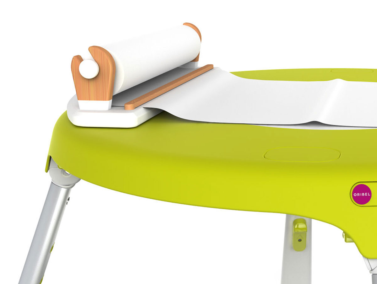 Oribel Ролл-диспенсер для бумаги для рисованияTHN132NДиспенсер для бумаги PortaPlay представляет из себя прочный деревянный держатель, который надежно крепится к столу. В него уже предустановлен 20-метровый рулон белой бумаги, на которой можно рисовать карандашами, фломастерами и красками.
