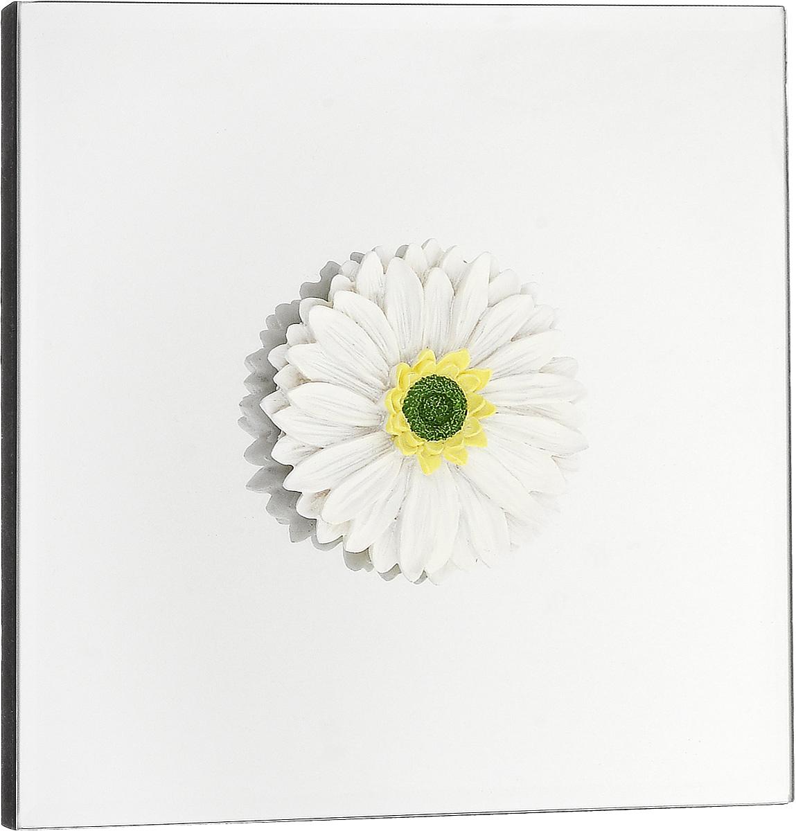 Украшение декоративное Феникс-Презент Гербера, настенное, 24 x 24 x 3 см43415Настенное украшение Феникс-Презент Гербера изготовлено из основы МДФ и зеркального стекла, декоративный элемент выполнен из полирезина в виде цветка. Для удобства размещения изделие оснащено металлической петелькой для подвешивания. Такое украшение не только подчеркнет ваш изысканный вкус, но и прекрасным подарком, который обязательно порадует получателя.