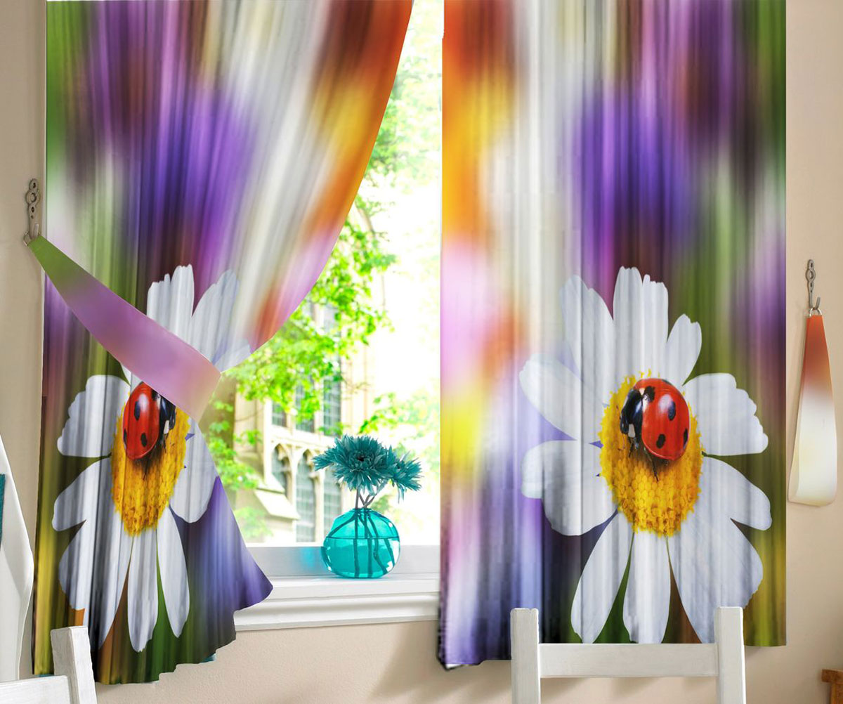 Комплект фотоштор для кухни Zlata Korunka Божья коровка, на ленте, высота 160 см21160Комплект штор для кухни Zlata Korunka, выполненный из полиэстера, великолепно украсит любое окно. Комплект состоит из 2 штор. Крупный цветочный рисунок и приятная цветовая гамма привлекут к себе внимание и органично впишутся в интерьер помещения. Этот комплект будет долгое время радовать вас и вашу семью!Комплект крепится на карниз при помощи ленты, которая поможет красиво и равномерно задрапировать верх.