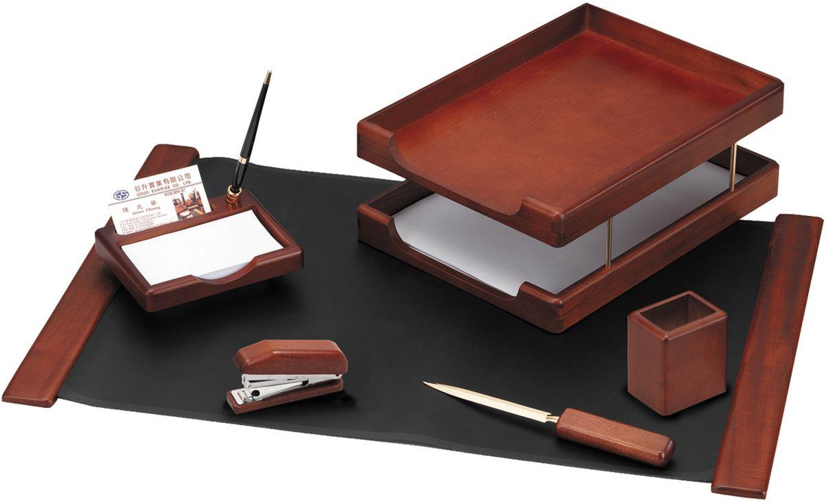 Delucci Канцелярский набор 6 предметов цвет темно-коричневый орехFS-54100Настольный набор является идеальным подарком руководителю, он упакован в индивидуальную подарочную упаковку. В настольный набор входят: подкладка для письма, подставка для ручек, объединенная с подставкой для бумажных блоков и углублением для визитницы, степлер подставка для карандашей, нож для открывания писем, двухуровневый лоток для бумаг.