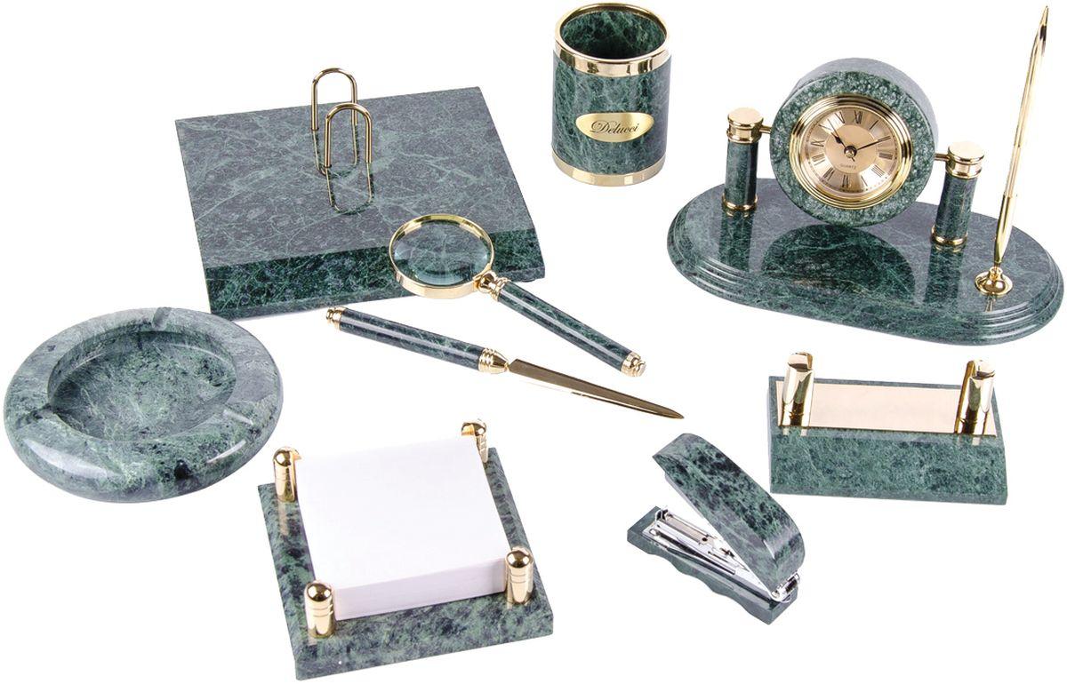 Delucci Канцелярский набор 9 предметов цвет зеленый мраморFS-00103В набор входят: стакан для карандашей и ручек, лупа, подставка для перекидного календаря, нож для писем, подставка для бумажного блока, степлер, подставка для визитных карточек, пепельница, подставка под шариковую ручку с часами. Батарейка для часов входит в комплект, цвет чернил шариковой ручки - синий