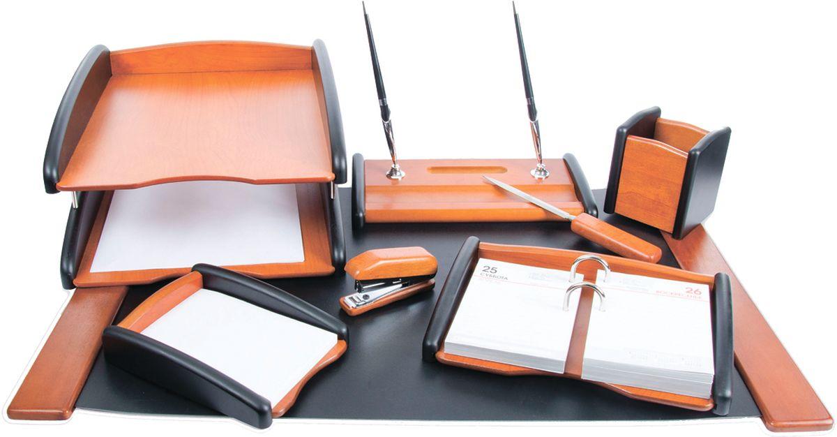 Delucci Канцелярский набор 8 предметов цвет черное деревоFS-00261Классический стиль помогает аксессуарам с легкостью вписываться в любой интерьер, дополняя и обогащая его. Набор Delucci из натурального дерева придаст завершённый вид рабочему месту любого руководителя или сотрудника. В него входят: подкладка для письма, подставка для ручек, подставка для бумажного блока, подставка для карандашей, степлер, нож для открывания писем, подставка для календаря, двухуровневый лоток для бумаг.