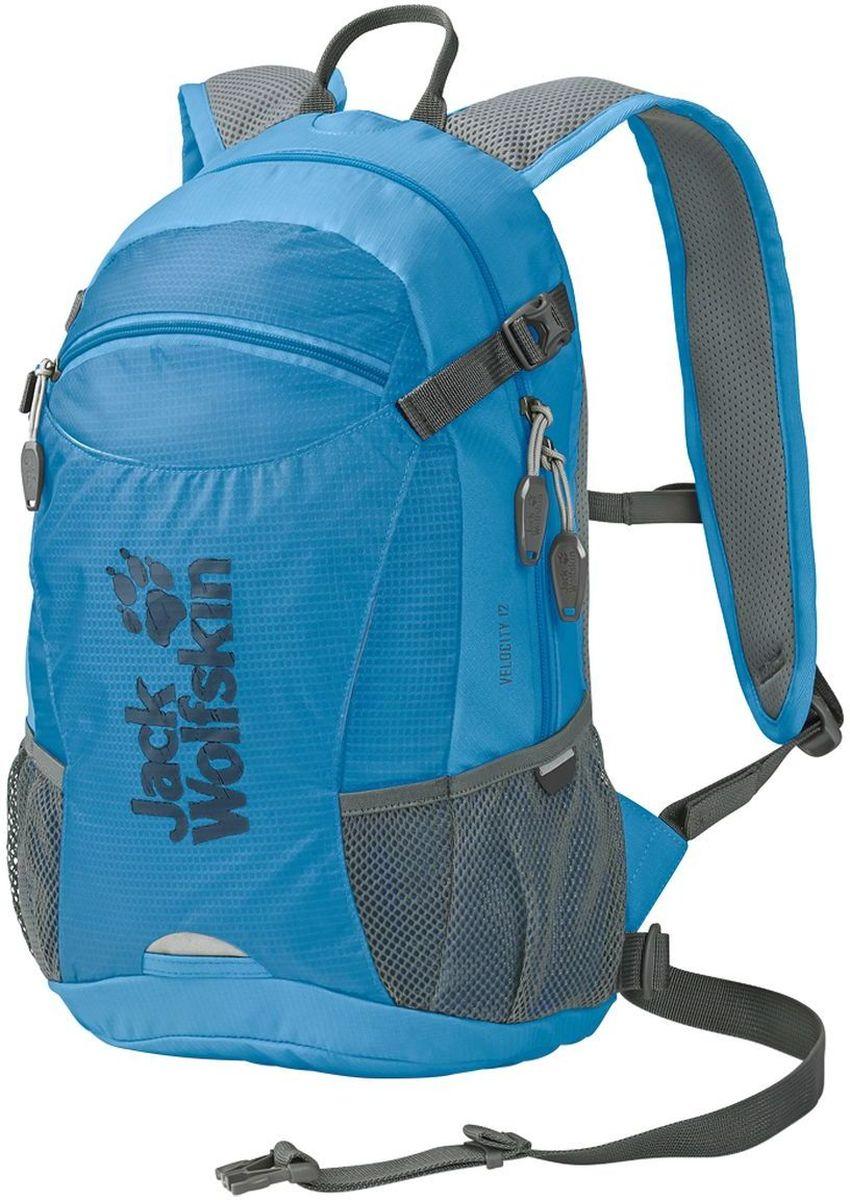 Рюкзак Jack Wolfskin Velocity 12, цвет: голубой. 2004961-16512004961-1651Качественный рюкзак, изготовленный из прочных материалов, и способный надежно сохранить все вещи от воздействия внешней среды. Предназначенный для туризма, он обладает одним внутренним отделом и карманом для органайзера. Особая система креплений дает гарантию плотного прилегания изделия к спине. Мягкая подушка в задней части не создает дискомфорта для мышц, а удобные лямки регулируются по высоте и не натирают плечи. Специальный вентиляционный канал обеспечивает свободный доступ воздуха к кожным покровам, что не создает предпосылок для перегрева тела в процессе похода. Один передний центральный карман и два боковых дополнительно вмещают в себя массу нужных для похода предметов. Изделие предусматривает крепление светодиодного фонаря, крепления для шлема, насоса, питьевой системы. При помощи компрессионного ремня рюкзак Wolfskin легко сжимается, уменьшаясь в объеме. Для защиты от дождя имеется прочный чехол.
