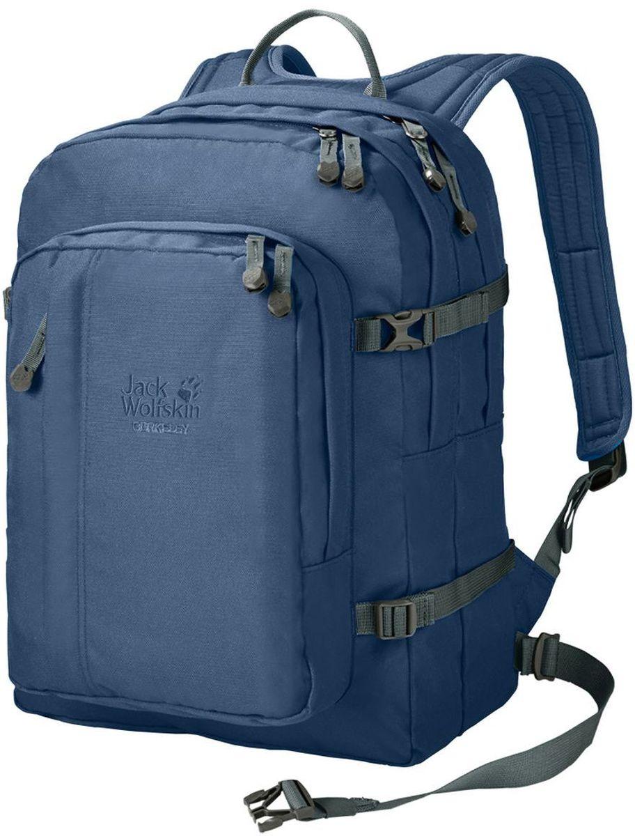 Рюкзак Jack Wolfskin Berkeley, цвет: синий. 25300-1588101248Практичный рюкзак Jack Wolfskin Berkeley S, в который запросто влезут все вещи, необходимые для тренировки. Два просторных, легко доступных основных отделения, большой внешний карман, карабин. Дополнительный отсек позволит сложить все мелкие предметы. Отделение-органайзер. Лямки достаточно широкие, что уменьшает давление на кожу. А также смягчающие подушки на плечевых ремнях для оптимального распределения веса между плечами и частью спины ниже шеи.