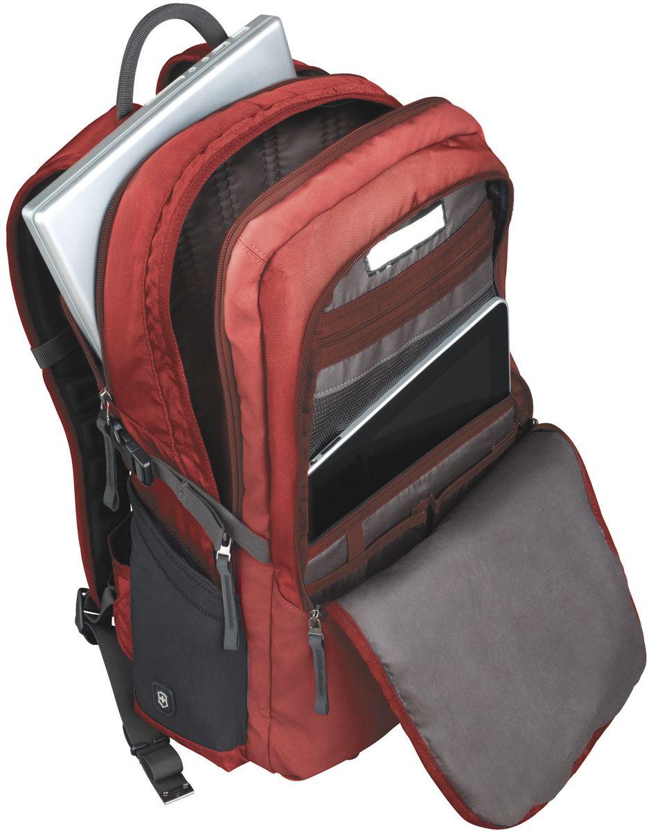 Рюкзак городской Victorinox Altmont 3.0 Deluxe Backpack, цвет: красный, 30 л + ПОДАРОК: нож-брелок Escort32388003Индивидуальность — это то,что отличает вас от любого другого человека,с которым вы сталкиваетесь на улице,в поезде,с которым вы общаетесь в городе.Каждый день вашей жизни — это уникальный опыт,котрый никогда больше не повторится.Коллекция Almont 3.0 создавалась с рачетом на индивидульность. VICTORINOXарт. 32388003РЮКЗАК С ОТДЕЛЕНИЕМ ДЛЯ НОУТБУКА ДИАГОНАЛЬЮ 17 / 43 СМ И КАРМАНОМ ДЛЯ ПЛАНШЕТА / ЭЛЕКТРОННОЙ КНИГИ34x18x50 см1,2 кг30 лХАРАКТЕРИСТИКИ И СВОЙСТВА• Мягкое отделение для ноутбука диагональю 17 (43 см)• Мягкие карманы для электронных устройств диагональю 10 (25 см) для безопасного хранения iPad, Kindle, планшета или электронной книги• Внутренняя организационная секция включает в себя сетчатый карман на молнии по всей длине, двойные карманы для хранения, кармашки для ручек и карабин для ключей• Внешняя организационная секция включает в себя два скрытых кармана, лицевой прорезной карман, многофункциональные растяжные боковые карманы, идеально подходящие для бутылки с водой или зонтика• Внешняя организационная секция включает в себя два скрытых кармана, лицевой прорезной карман, многофункциональные растяжные боковые карманы, идеально подходящие для бутылки с водой или зонтика• Регулируемый нагрудный ремень и поясные ремни равномерно распределяют вес• Поясные ремни удобно прячутся за задней стенкой, когда не используются