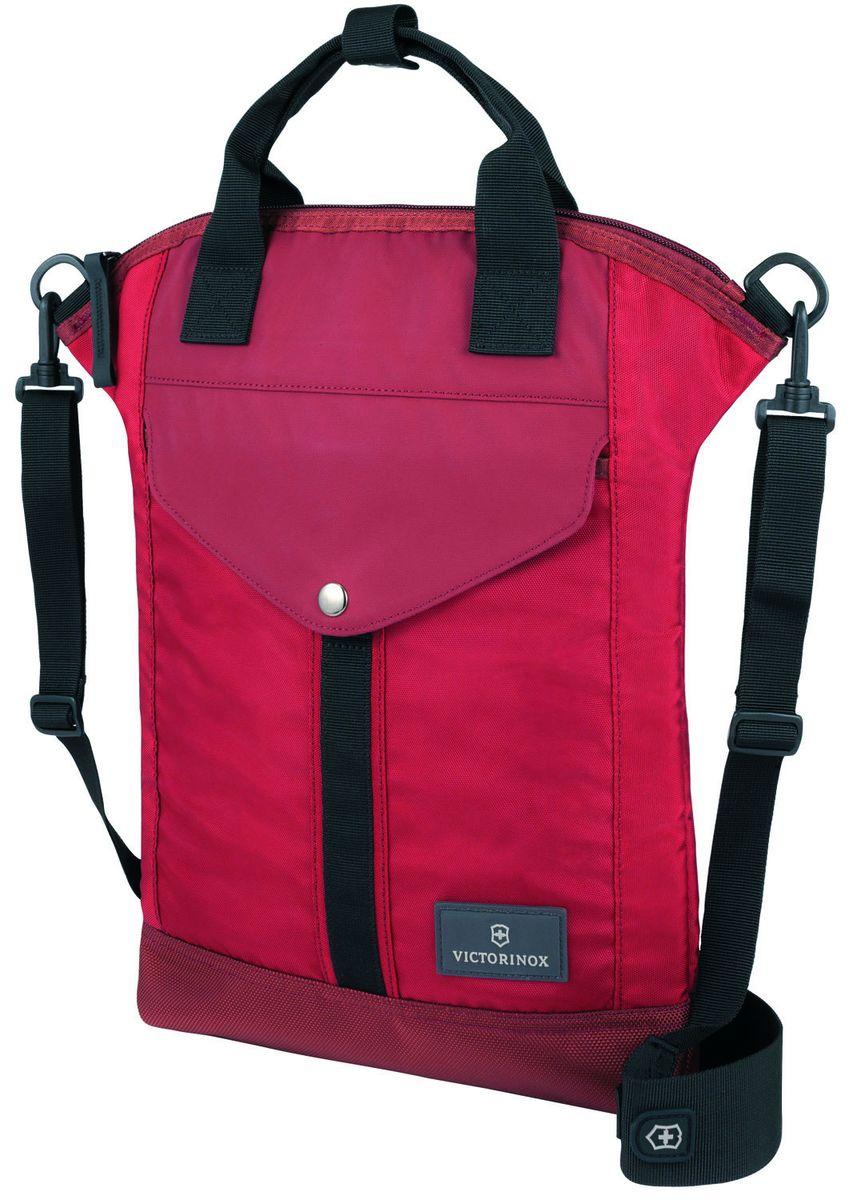 Сумка наплечная Victorinox Altmont 3.0 Slimline Tote, цвет: красный, 7 лMW-1462-01-SR серебристыйНаплечная сумка Victorinox Altmont 3.0 Slimline Tote выполнена из высококачественного нейлона и оформлена фирменной пластинкой. ХАРАКТЕРИСТИКИ И СВОЙСТВА• Узкая и вместе с тем вместительная, эта вертикальная сумка на молнии, созданная с учётом современных технологий, обеспечивает быстрый доступ к предметам первой необходимости• Внутри изделия для дополнительного удобства имеется сетчатый карман на молнии по всей длине• Снаружи сумки размещены фронтальный карман на застёжке и задний скрытый карман на молнии