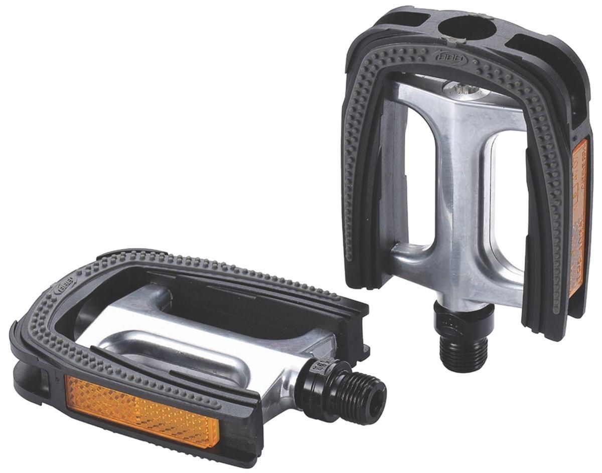 Педали BBB Trekking ComfortLight II, цвет: черный, желтый, стальной, 2 штBPD-28Высокопрочные цельные педали BBB Trekking ComfortLight II выполнены из холоднокованного алюминия с надежной композитной рамкой. Оснащены встроенными светоотражателями для безопасности. Прочная ось выполнена из молибден-ванадиевой стали.Противоскользящее резиновое покрытие сверху и снизу обеспечивает удобство.