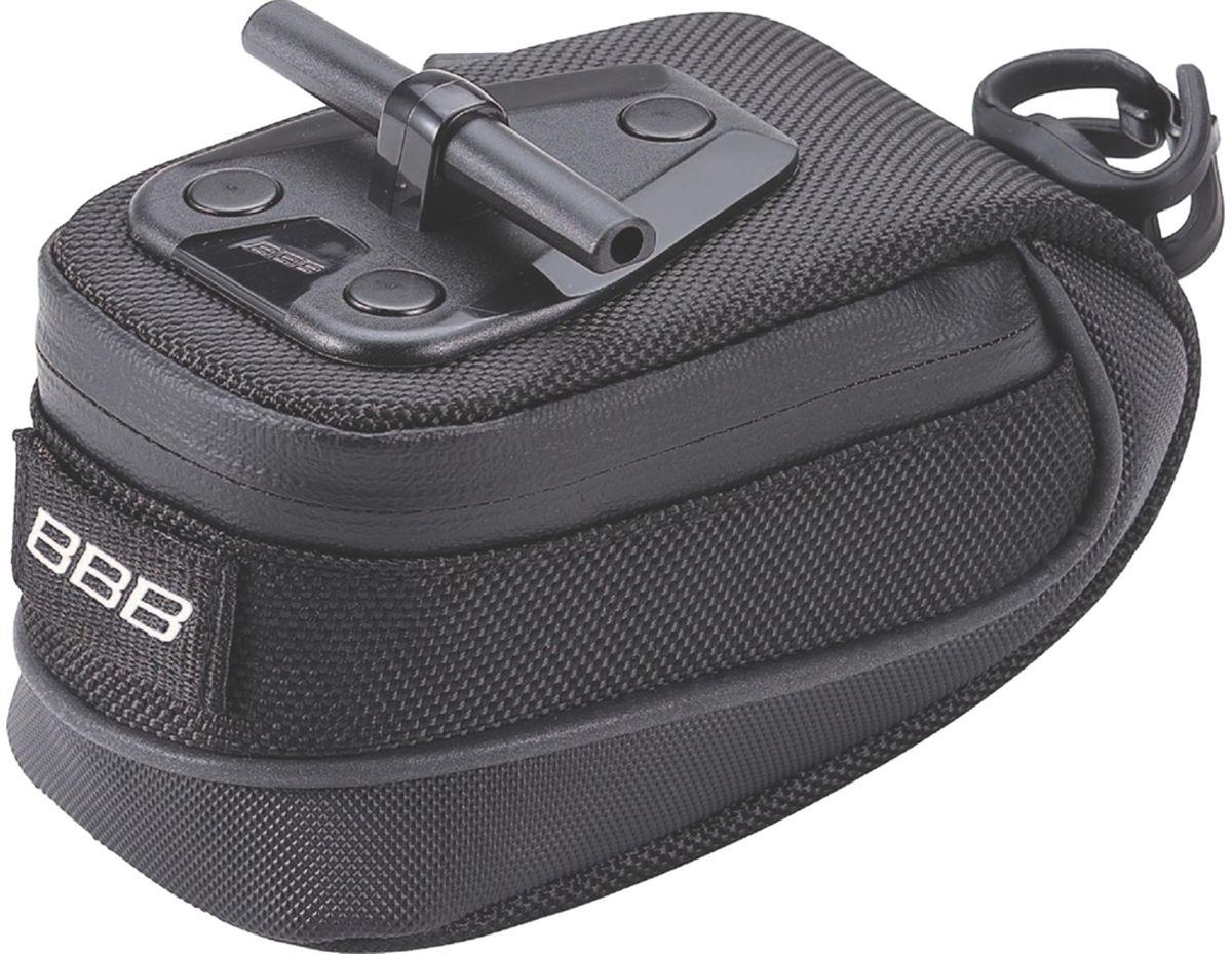 Велосумка под седло BBB StorePack, цвет: черный. Размер SRivaCase 8460 blackВ сумке BBB StorePack применяются лучшие материалы и новейшие технологии. Синяя подкладка обеспечивает лучшую видимость содержимого. Эластичный ремешок и карман для простоты организации содержимого вашей сумочки. Водонепроницаемая молния с фиксатором дает дополнительную безопасность и абсолютно бесшумна при езде. Крепление для заднего габарита-LED фонарика. Черная светоотражающая полоска помогает лучше видеть вас на дороге. Т-образная система крепления для быстрой установки и снятия. Резиновый ремешок крепления к подседельному штырю для помогает в надежной фиксации сумочки.