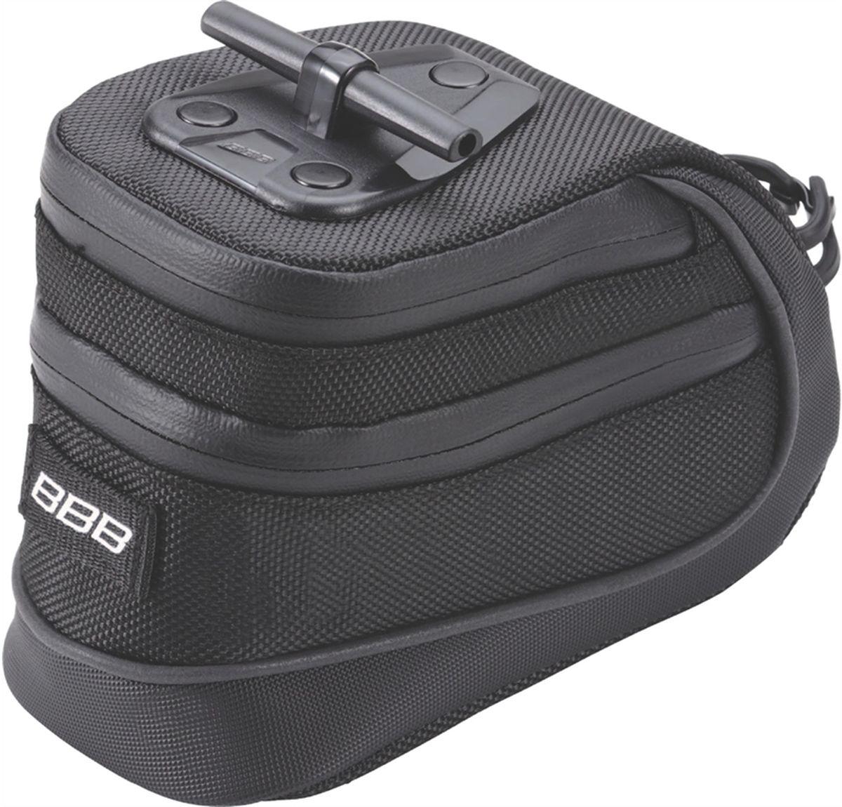Велосумка под седло BBB StorePack, цвет: черный. Размер LГризлиВ сумке BBB StorePack применяются лучшие материалы и новейшие технологии. Синяя подкладка обеспечивает лучшую видимость содержимого. Эластичный ремешок и карман для простоты организации содержимого вашей сумочки. Водонепроницаемая молния с фиксатором дает дополнительную безопасность и абсолютно бесшумна при езде. Крепление для заднего габарита-LED фонарика. Черная светоотражающая полоска помогает лучше видеть вас на дороге. Т-образная система крепления для быстрой установки и снятия. Резиновый ремешок крепления к подседельному штырю для помогает в надежной фиксации сумочки.Большая сумка разделена на два отсека. Верхний отсек отлично подходит для хранения кошелька, ключей или документов.