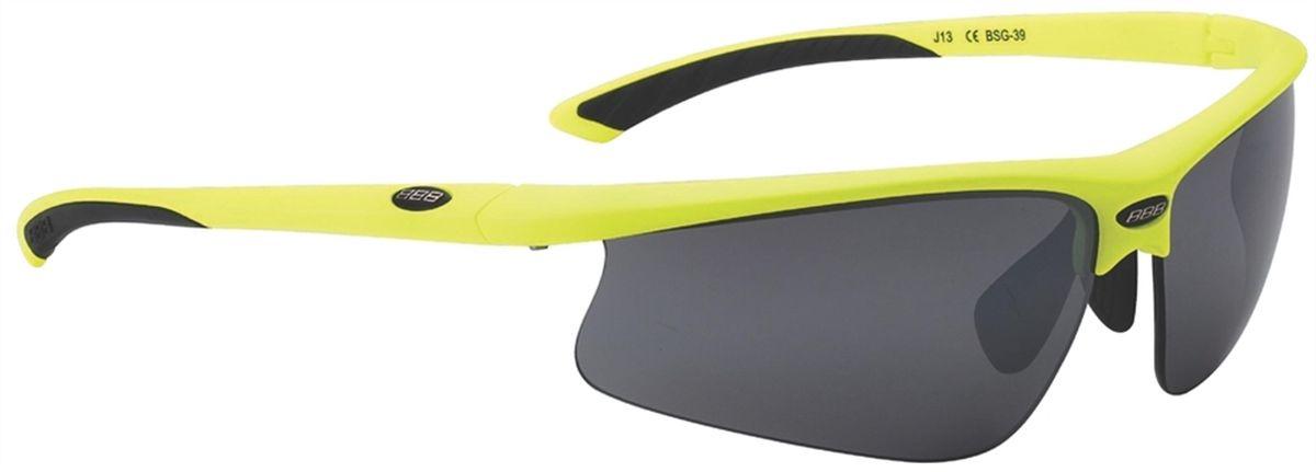 Очки солнцезащитные BBB Winner PC Smoke, цвет: желтый, черныйZ90 blackСпортивные очки BBB Winner PC Smoke имеют сменные линзы, выполненные из поликарбоната. Форма линз обеспечивает защиту от солнца, пыли и ветра. 100% защита от ультрафиолета. Высокотехнологичная оправа из материала Grilamid с настраиваемой резиновой переносицей. Мягкие кончики дужек для жесткой посадки и комфорта одновременно. Мешочек для хранения в комплекте.В комплекте сменные линзы: желтая и прозрачная.