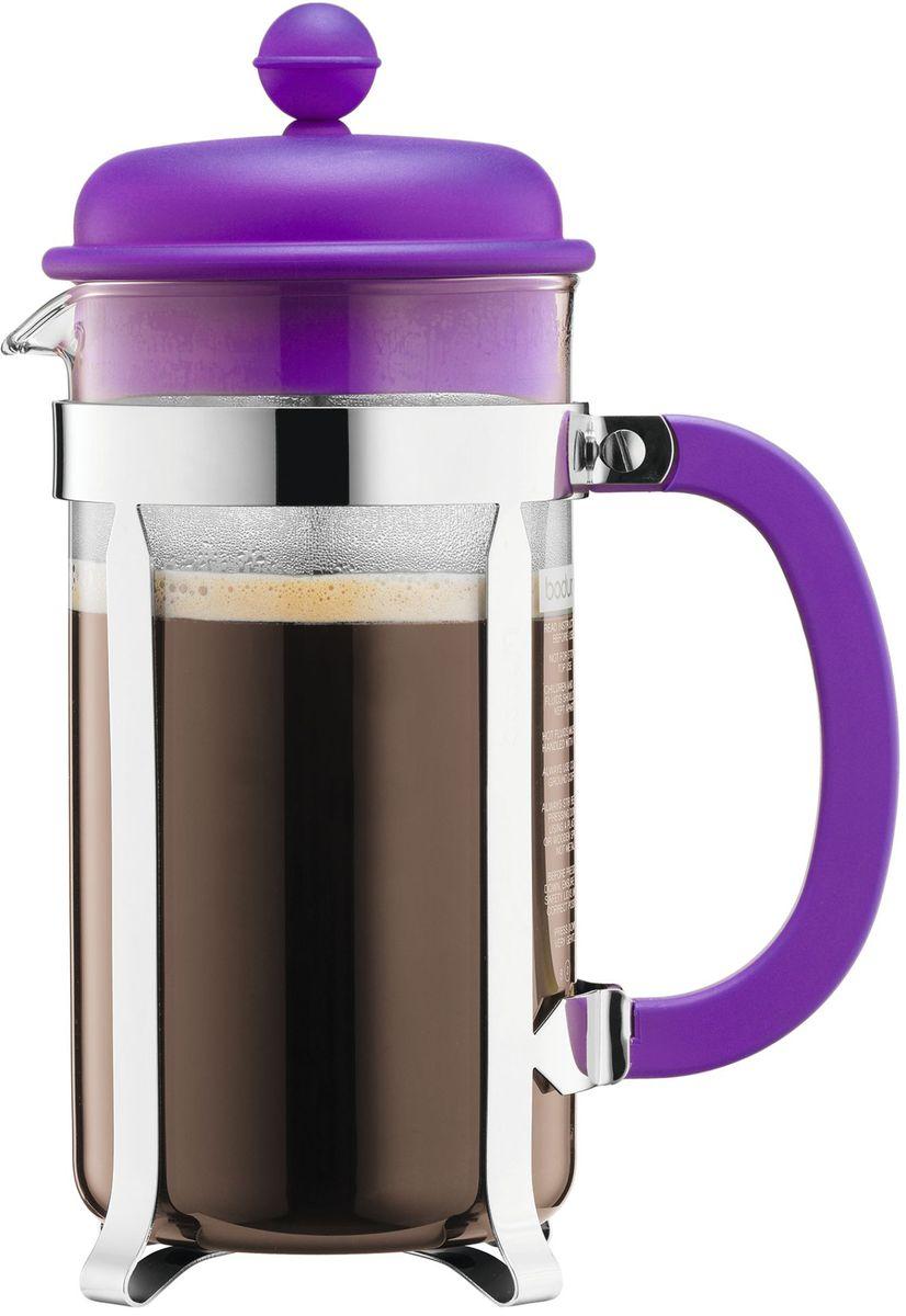 Кофейник с прессом Bodum Caffettiera, цвет: фиолетовый, 1 л. A1918-150-Y1654 009312Кофейник Bodum Caffettiera изготовлен из высококачественного стекла и оснащен фильтром french press из нержавеющей стали, который позволяет легко и просто приготовить отличный напиток. Кофейник оснащен удобной пластиковой ручкой, что исключает его выскальзывание из руки и помещен в оправу из пластика, которая эффективно защищает стекло. Настоящим ценителям натурального кофе широко известны основные и наиболее часто применяемые способы его приготовления: эспрессо, по-турецки, гейзерный. Однако существует принципиально иной способ, известный как french press, благодаря которому приготовление ароматного напитка стало гораздо проще.