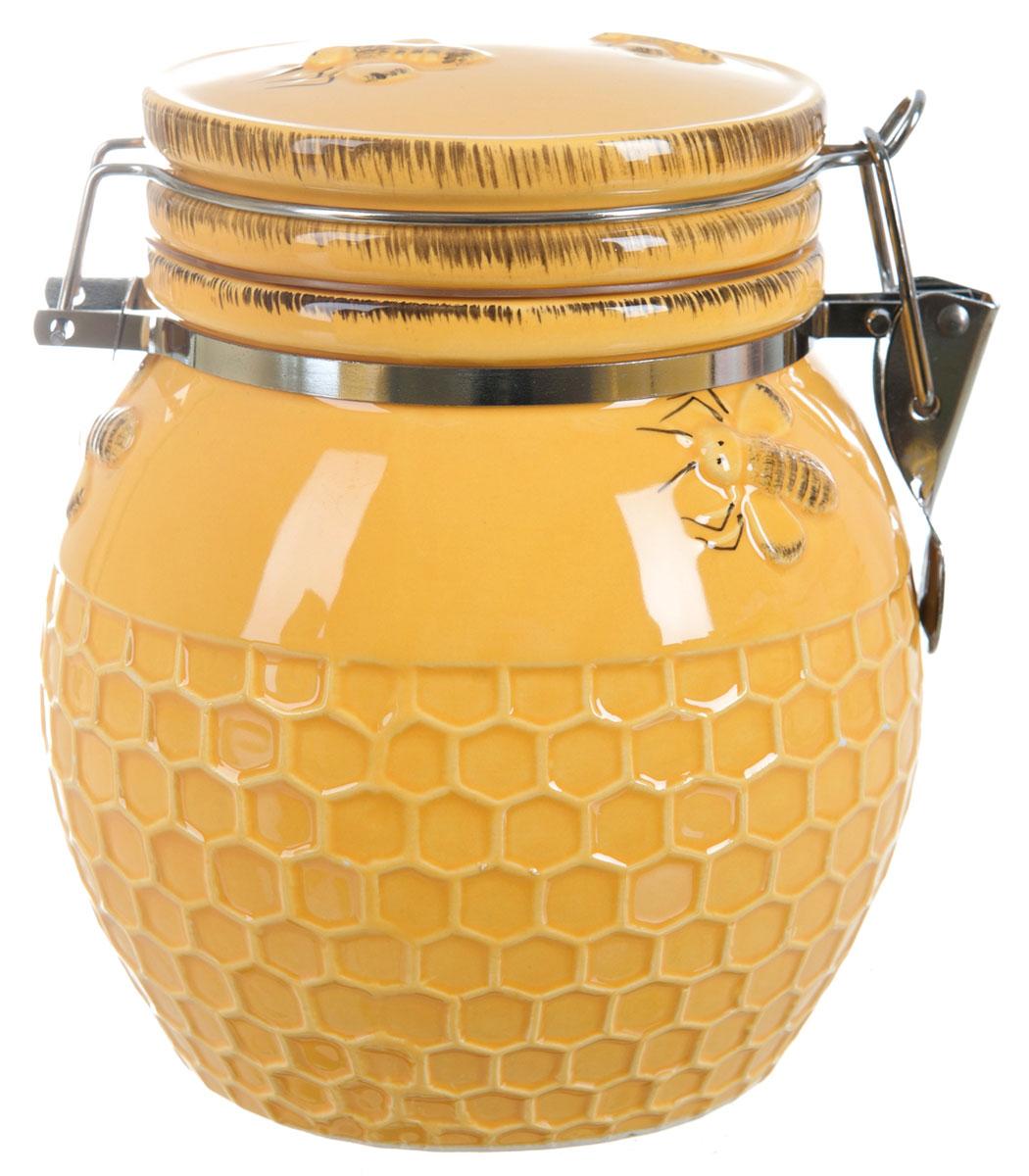 Банка для сыпучих продуктов ENS Group Пчелка, 800 млVT-1520(SR)Банка для сыпучих продуктов ENS Group Пчелка, изготовлена из высококачественной керамики. Изделие оформлено сотами. Банка прекрасно подойдет для хранения различных сыпучих продуктов: чая, кофе, сахара, круп и многого другого. Изящная емкость не только поможет хранить разнообразные сыпучие продукты, но и стильно дополнит интерьер кухни.