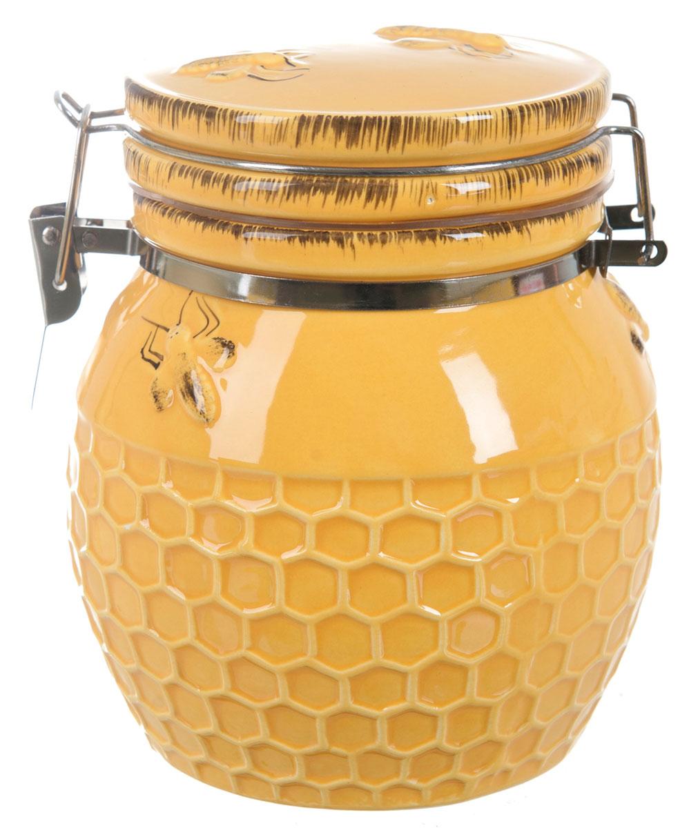 Банка для сыпучих продуктов ENS Group Пчелка, 370 млМ 1224Банка для сыпучих продуктов ENS Group Пчелка, изготовлена из высококачественной керамики. Изделие оформлено сотами. Банка прекрасно подойдет для хранения различных сыпучих продуктов: чая, кофе, сахара, круп и многого другого. Изящная емкость не только поможет хранить разнообразные сыпучие продукты, но и стильно дополнит интерьер кухни.