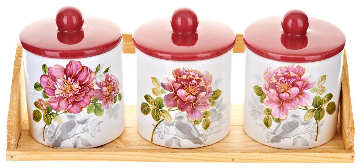 Набор банок для сыпучих продуктов Polystar Садовая ягода, 4 предмета4630003364517Набор состоит из трех банок для сыпучих продуктов и деревянной подставки. Изделия выполнены из прочной доломитовой керамики высокого качества. Гладкая и ровная глазурованная поверхность обеспечивает легкую очистку. Изделия декорированы красочным рисунком. Такие банки прекрасно подойдут для хранения различных сыпучих продуктов: специй, чая, кофе, сахара, круп и многого другого. Крышка плотно прилегает к стенкам емкости.Можно использовать в микроволновой печи, в холодильнике и посудомоечной машине.Диаметр банки: 9,5 см.Высота банки: 13 см.Объем банки: 400 мл.