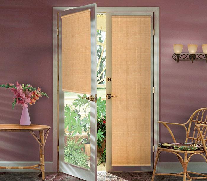 Штора рулонная для балконной двери Эскар Миниролло, цвет: светлый абрикос, ширина 52 см, высота 215 см34008068170Рулонная штора Эскар Миниролло выполнена из высокопрочной ткани, которая сохраняет свой размер даже при намокании. Ткань не выцветает и обладает отличной цветоустойчивостью.Миниролло - это подвид рулонных штор, который закрывает не весь оконный проем, а непосредственно само стекло. Такие шторы крепятся на раму без сверления при помощи зажимов или клейкой двухсторонней ленты (в комплекте). Окно остается на гарантии, благодаря монтажу без сверления. Такая штора станет прекрасным элементом декора окна и гармонично впишется в интерьер любого помещения.