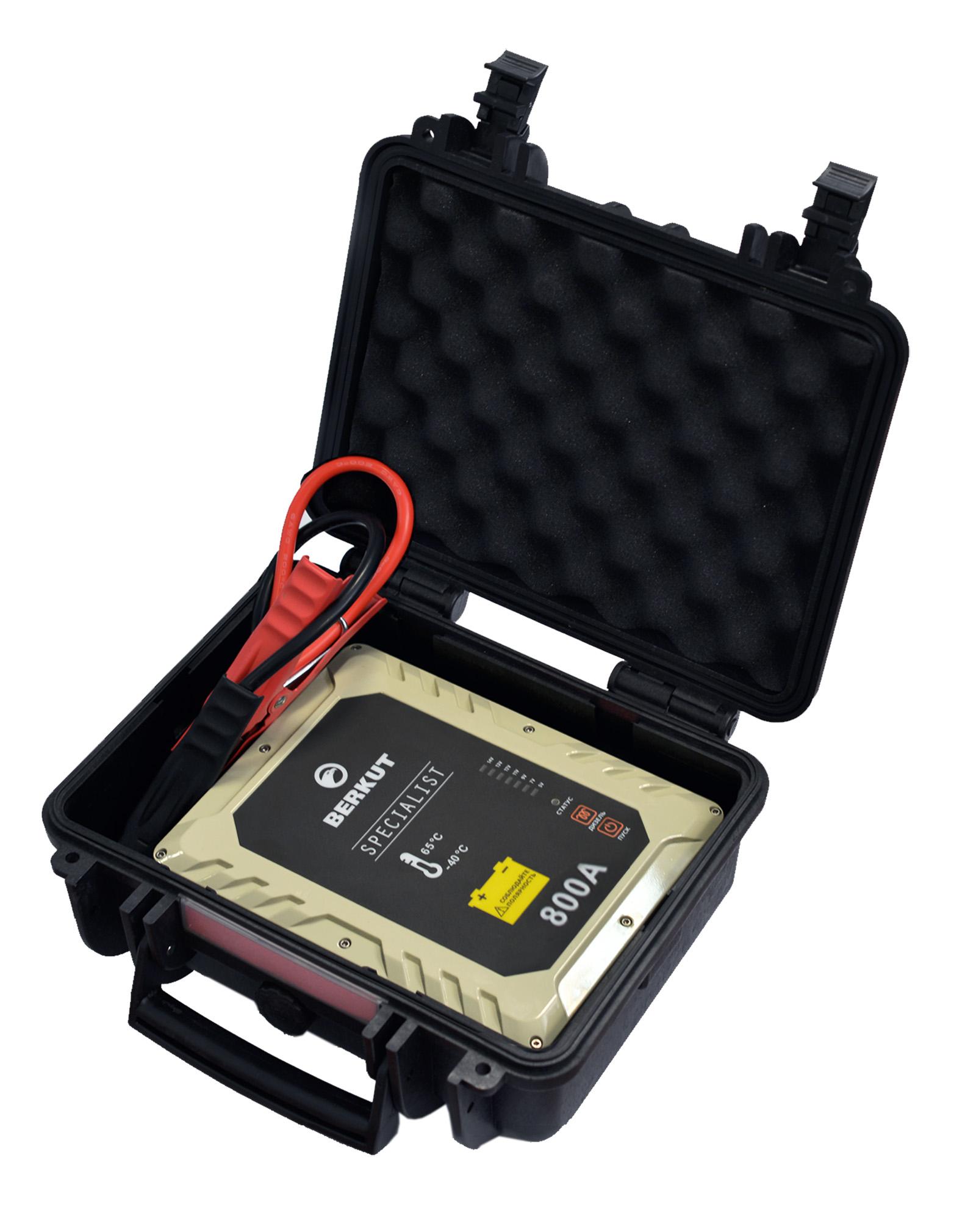 Пуско-зарядное устройство Berkut. JSC800С11210Это специальное пусковое автомобильное устройство конденсаторного типа предназначено для аварийного запуска двигателя транспортного средства в случае неисправной АКБ. Главным достоинством устройства, отличающим его от прочих аналогов, является отсутствие аккумуляторов. Вместо них применены электроконденсаторы сверхбольшой емкости (ионисторы). Применение конденсаторного накопителя заряда позволяет гарантированно запустить двигатель автомобиля как с основательно разряженной АКБ, причем даже в том случае, когда ее остаточная емкость составляет всего 5%, так и без аккумулятора с предварительной зарядкой от АКБ или розетки прикуривателя другого автомобиля, а также от зарядного устройства с разъемом микро USB. Пусковое устройство рекомендовано для любых типов транспортных средств с бензиновым двигателем до 6000 см.куб. и дизельным двигателем до 4000 см.куб и напряжением бортовой сети 12В. Технические характеристики:- Напряжение на клеммах: 12 В- Пусковой ток: 800 A- Тип конденсаторов: пусковые, импульсные- Время зарядки от АКБ: до 5 мин- Время зарядки от прикуривателя 12V: 15-20 мин- Время зарядки от Мини USB 5V: 2-3 часа- Количество попыток запуска при полной зарядке: не более одного пуска- Диапазон температур для запуска и хранения: -40 °C +65 °C- Вход Micro USB: 5В (2000 мА)- Вход для зарядки: 12В (10 А) Функциональные особенности:- Не требует подзарядки во время хранения- Готов к использованию вне зависимости от продолжительности хранения- Режим для запуска двигателя автомобиля без аккумулятора- Специальный режим запуска дизеля с предварительным прогревом свечей- Встроенный вольтметр для определения напряжение аккумулятора автомобиля- Отсутствие падение емкости заряда с понижением температур- Нет снижения емкости заряда связанные со старением устройства- Защита от переполюсовки (неправильной полярности)- Защита от короткого замыкания- Цикл заряд/разряд до 10 000 раз- Срок годности - более 10 лет