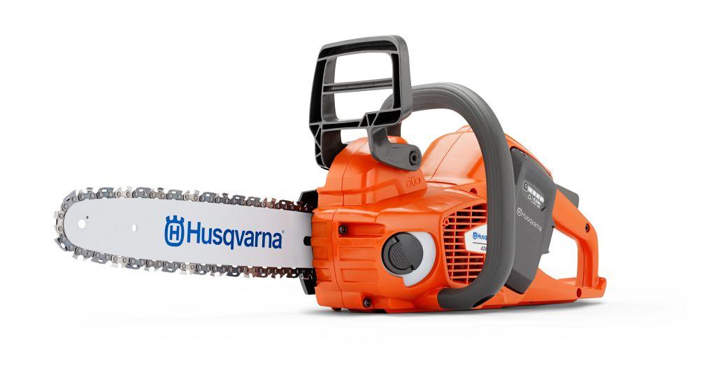 Пила аккумуляторная Husqvarna 436Li9667290-12Чрезвычайно простая в эксплуатации легкая и тихая цепная пила. Идеальный выбор для столяров, садоводов и прочих требовательных частных пользователей. К числу особенностей относятся долговечный бесщеточный двигатель и безинструментальное натяжение цепи.
