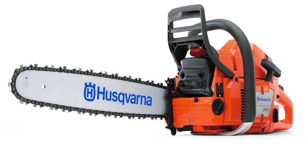 Бензопила Husqvarna 365SP2000107Бензопила HUSQVARNA 365SP – это профессиональный инструмент, имеющий высокую мощность и используемый для работы в тяжелых условиях. Данное оборудование предназначено для профессиональной валки деревьев, обрезания сучьев и раскряжевки
