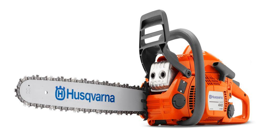 Бензопила Husqvarna 440e20157Бензопила Husqvarna 440 e - универсальный инструмент для разноплановых задач - от валки деревьев, до частного строительства. Оснащена экологичным и экономичным двигателем X-TORQ. Есть система быстрого старта. Пила удобна в работе и проста в обслуживании. Предусмотрена защита от вибрации.