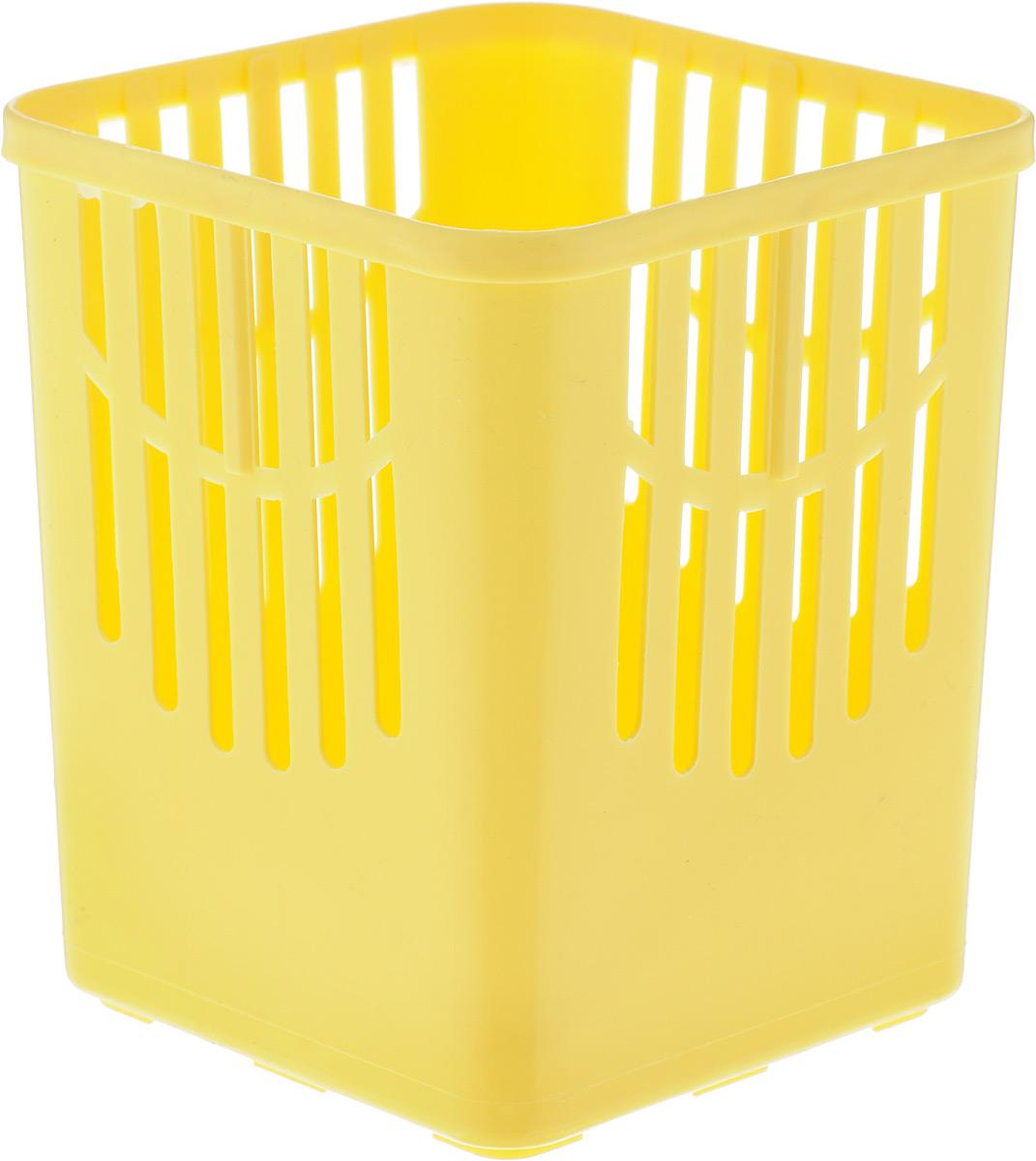 Подставка для столовых приборов Axentia, цвет: желтый, 10,5 х 10,5 х 12,5 см115510Подставка для столовых приборов Axentia, выполненная из высококачественного пластика, станет полезным приобретением для вашей кухни. Она хорошо впишется в интерьер, не займет много места, а столовые приборы будут всегда под рукой.Размер подставки: 10,5 х 10,5 х 12,5 см.