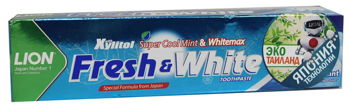 LionThailand Fresh & White Паста зубная отбеливающая супер прохладная мята, 75 гр5010777139655Отбеливающая зубная паста Fresh & White разработана по особой японской формуле, которая обеспечивает комплексную защиту и уход за полостью рта за счет действия трех главных компонентов – фтора, карбоната кальция и витамина Е.Паста эффективно удаляет зубной налет, за короткий срок возвращая зубам естественную белизну.Кальций эффективно укрепляет зубную эмаль, витамин Е заботится о деснах. Двойной фтор активно защитит зубы от кариеса и укрепляет прикорневую зону. Зубная паста превращается в микропену, которая легко проникает между зубами, делая чистку более эффективной. Обладает насыщенным мятным вкусом и ароматом. Способ применения: для ежедневного использования 2 раза в день или после еды. Меры предосторожности: хранить в недоступном для детей месте. Рекомендуется для детей старше 6 лет.Способ хранения: хранить в прохладном сухом месте.Состав: карбонат кальция, вода, сорбитол, гидратированный диоксид кремния, пропиленгликоль, лаурилсульфат натрия, целлюлозная камедь, ароматизатор, ксилит, монофторфосфат натрия, сахарин натрия, силикат натрия, трикаприлин, метилпарабен, этилпарабен, бутилпарабен, фторид натрия <0.5, токоферол ацетат.