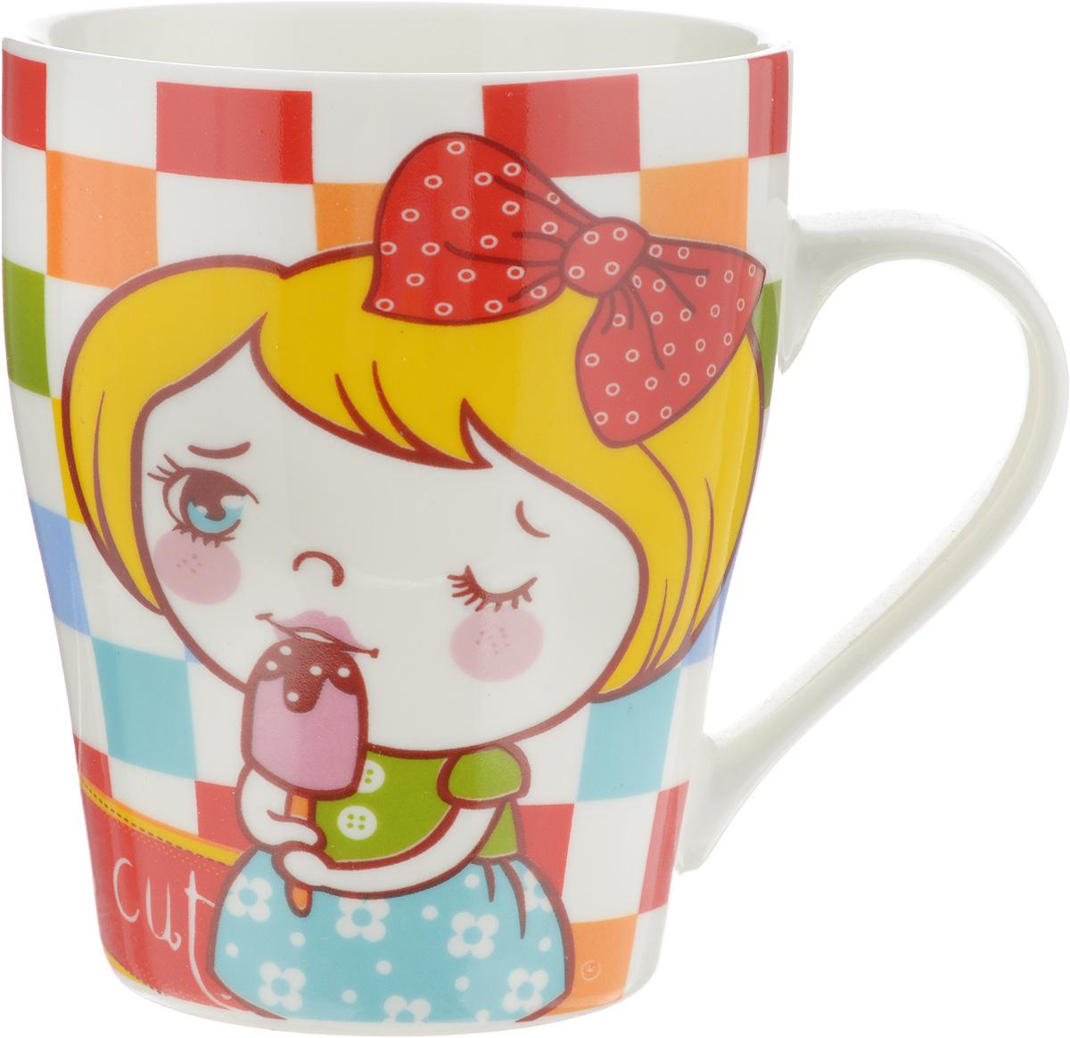 Кружка Loraine Девочка, цвет: белый, желтый, красный, 340 мл115510Кружка Loraine Девочка изготовлена из прочного качественного костяного фарфора. Изделие оформлено изображением милой девочки с мороженным. Благодаря своим термостатическим свойствам, изделие отлично сохраняет температуру содержимого - морозной зимой кружка будет согревать вас горячим чаем, а знойным летом, напротив, радовать прохладными напитками. Такой аксессуар создаст атмосферу тепла и уюта, настроит на позитивный лад и подарит хорошее настроение с самого утра. Это оригинальное изделие идеально подойдет в подарок близкому человеку. Диаметр (по верхнему краю): 8,2 см. Высота кружки: 10 см.