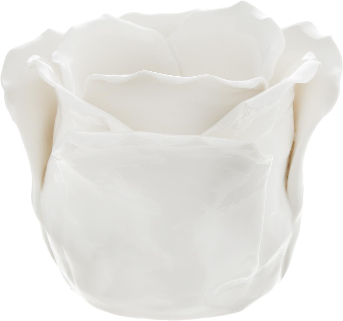 Подсвечник декоративный Феникс-Презент, цвет: белый, 8,5 х 8,5 х 7,5 см43840Декоративный подсвечник Феникс-Презент изготовлен из фарфора. Подсвечник предназначен для одной свечи. Стильный и изысканный подсвечник позволит украсить интерьер дома или рабочего кабинета оригинальным образом.Вы можете поставить подсвечник в любом месте, где он будет удачно смотреться и радовать глаз. Кроме того, это отличный вариант подарка для ваших близких и друзей. Диаметр отверстия для свечи: 4,5 см. Глубина отверстия: 6 см.