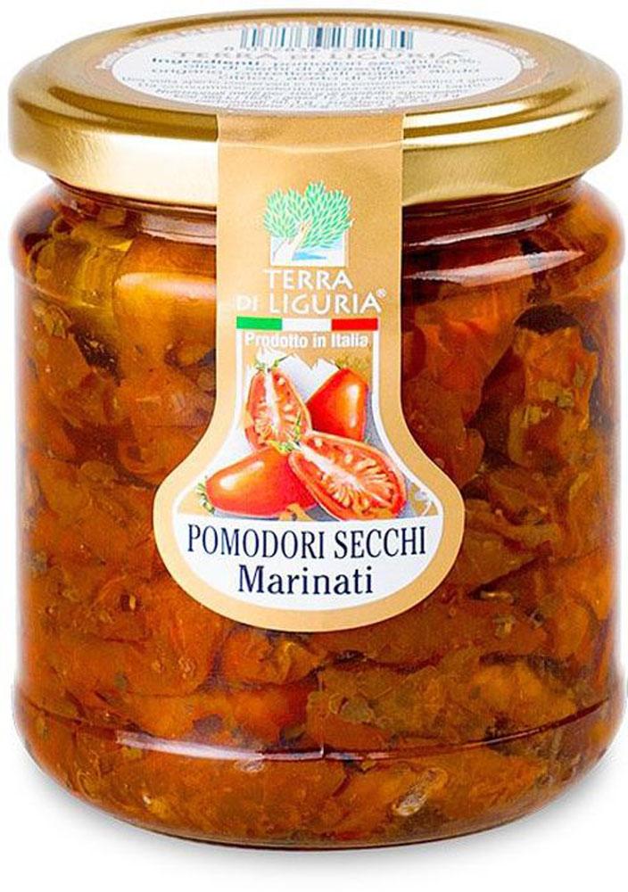 Terra di Liguria помидоры сушеные маринованные, 180 г2445Сушеные маринованные помидоры Terra di Liguria - это частичка солнечной Италии и особая нотка в ваших блюдах.Продукт изготавливается в течение длительного времени из отборных, некрупных и спелых томатов. После сушки под прямыми солнечными лучами, томаты ароматизируют с помощью душистых трав и помещают в оливковое масло. Вяленые томаты идеально сочетаются с любыми овощными салатами, итальянской пастой, разными видами пиццы, но особенно с рыбой и мясными блюдами.